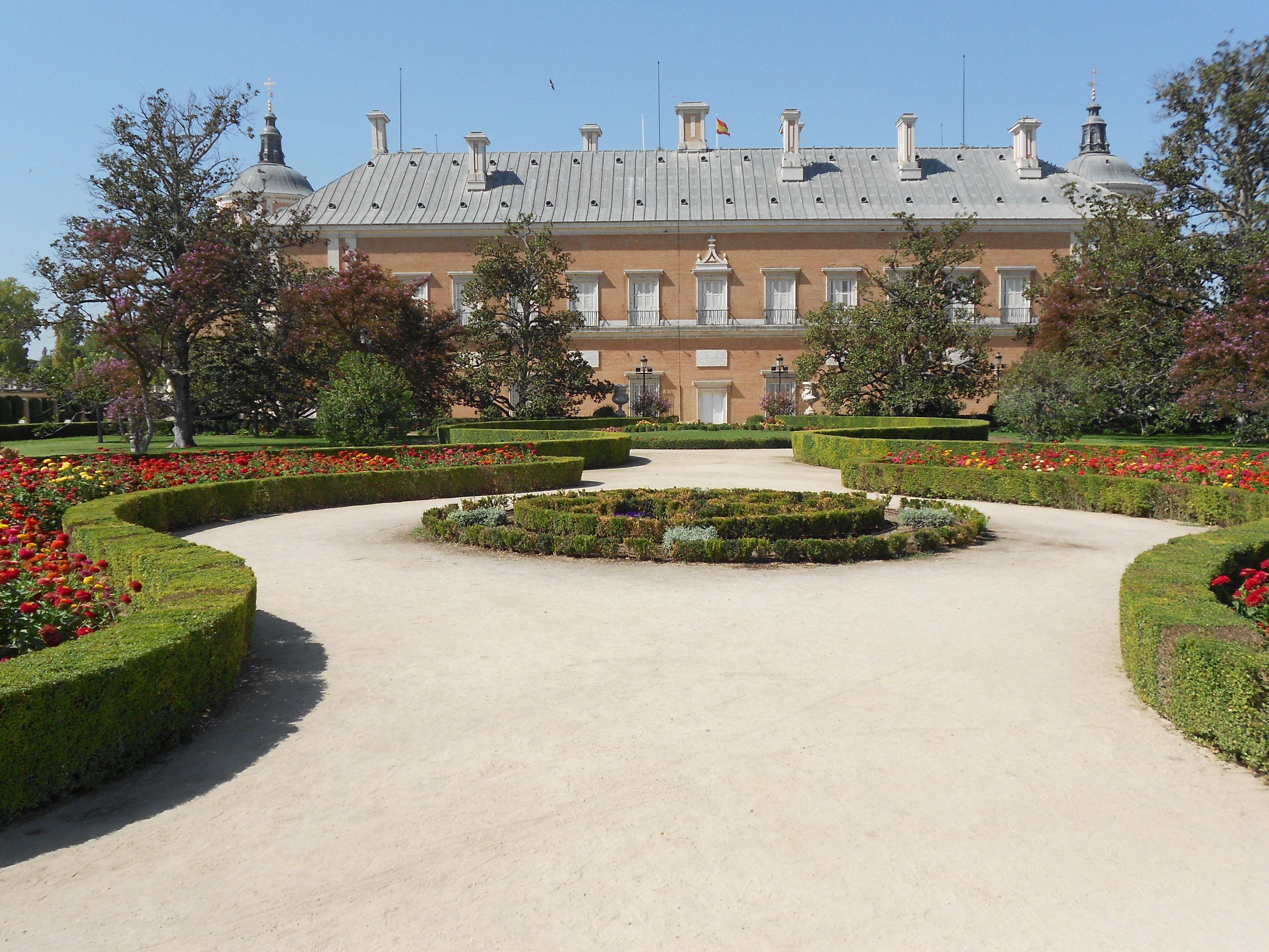 file vista del palacio de aranjuez desde el jard n del parterre espa a. Black Bedroom Furniture Sets. Home Design Ideas