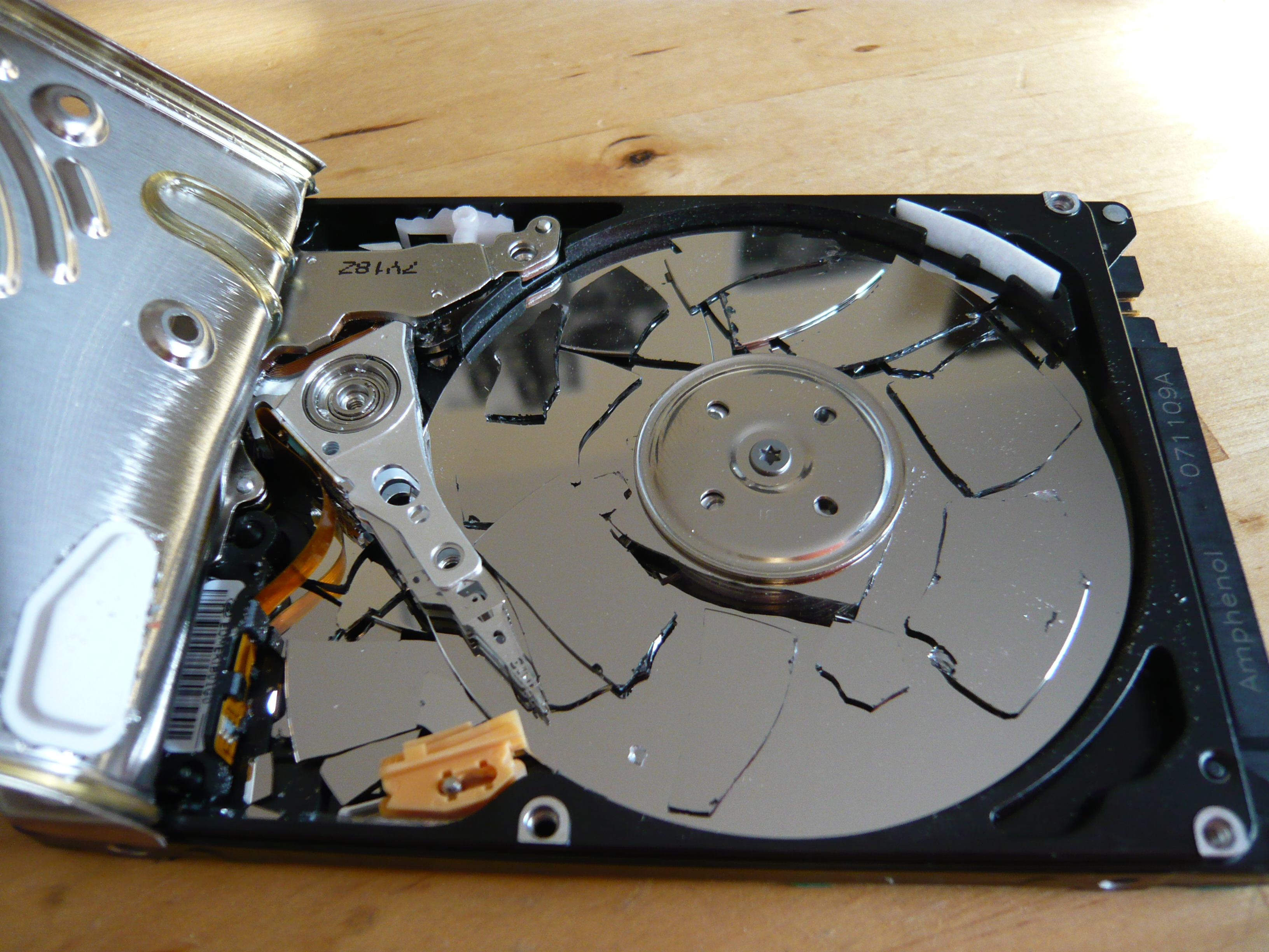 File:WD-Scorpio Crashed HDD.jpg - Wikimedia Commons