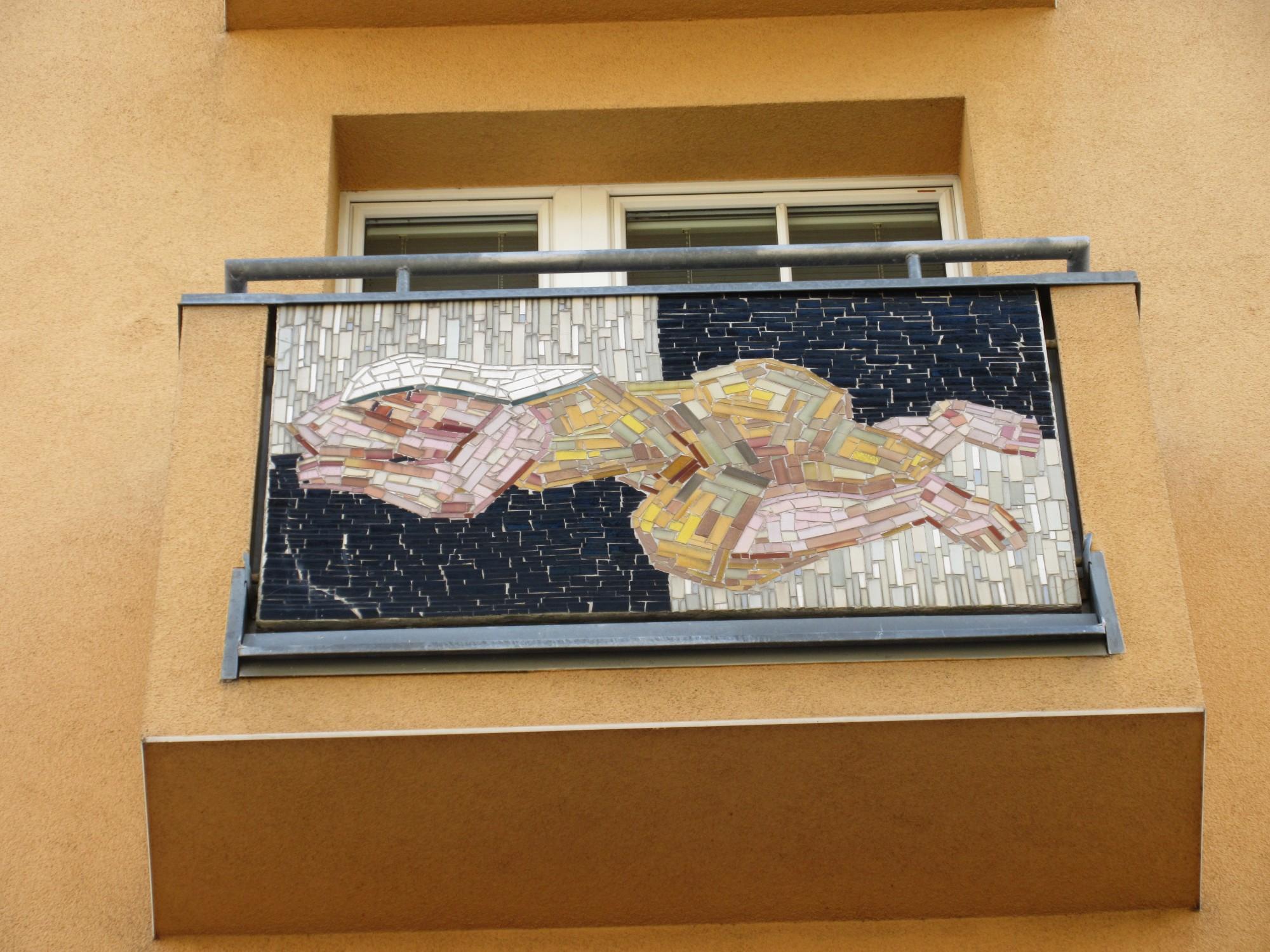 File:1120 Vivenotgasse 23 - Wandmosaik Mitte unten IMG 2103