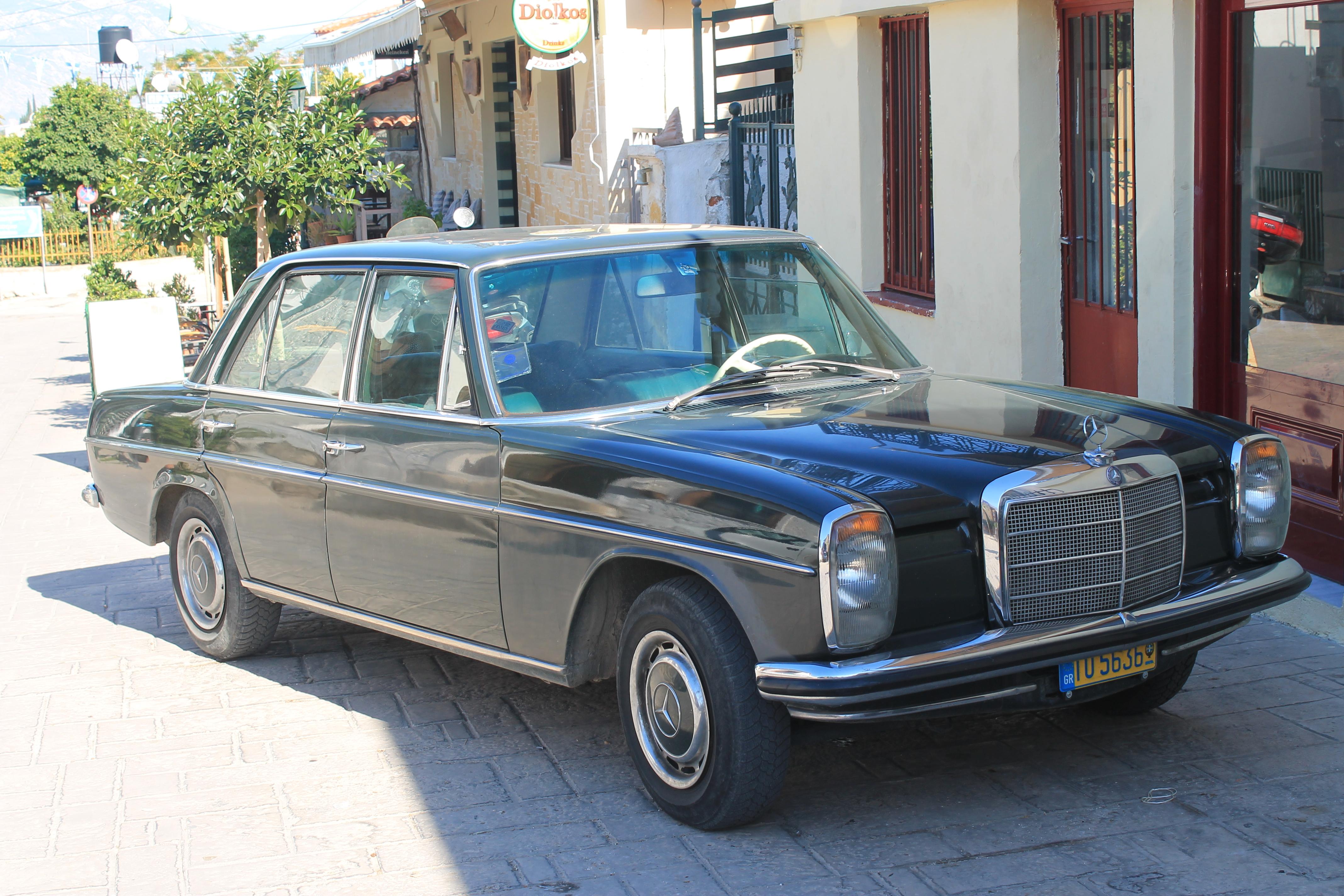 File:1968-73 Mercedes Benz W115 200 (10388555076).jpg - Wikimedia Commons