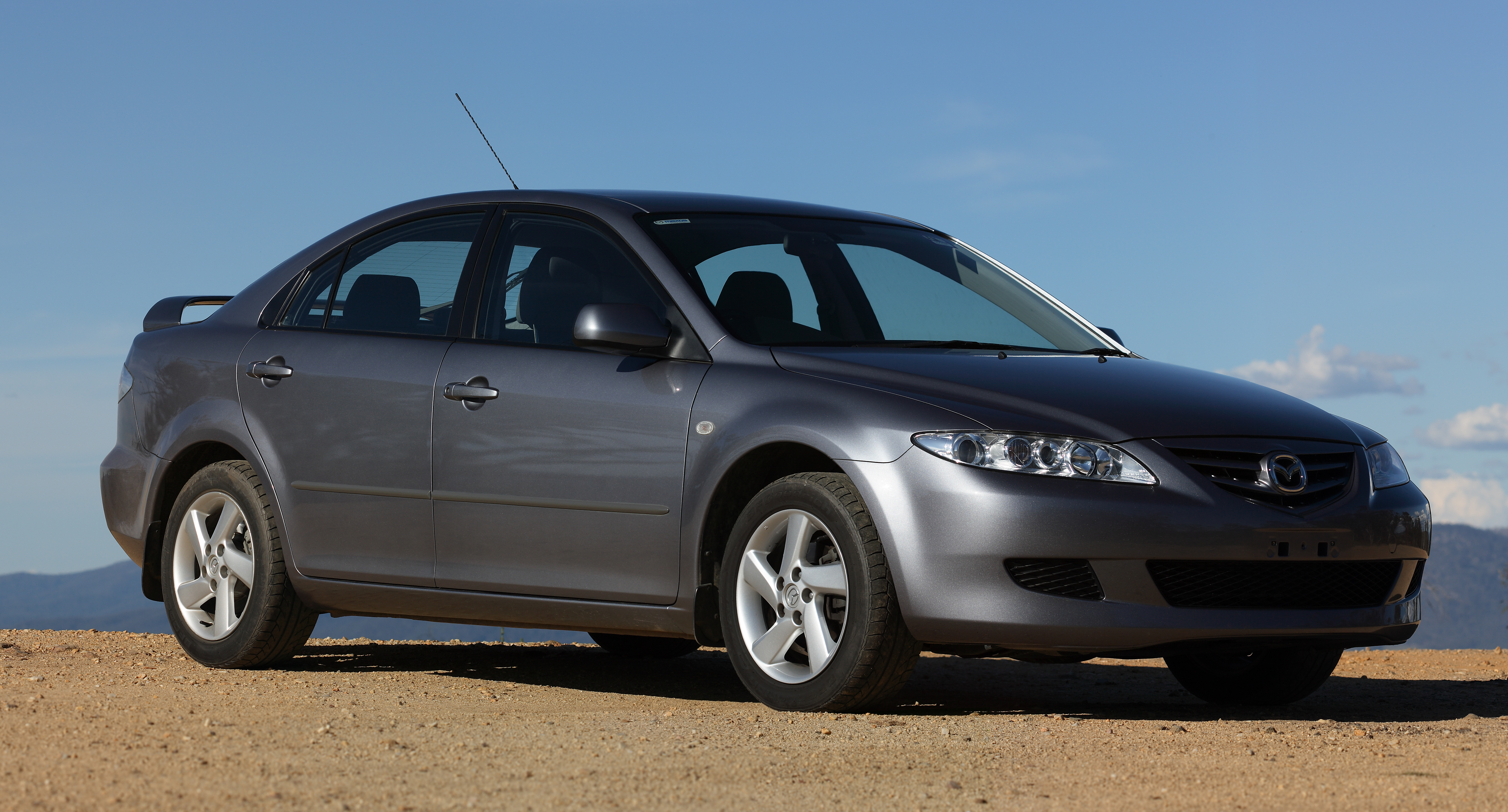 File:2003 Mazda6 GG Classic Hatch, McMillans Lookout, Vic, 21.12 ...