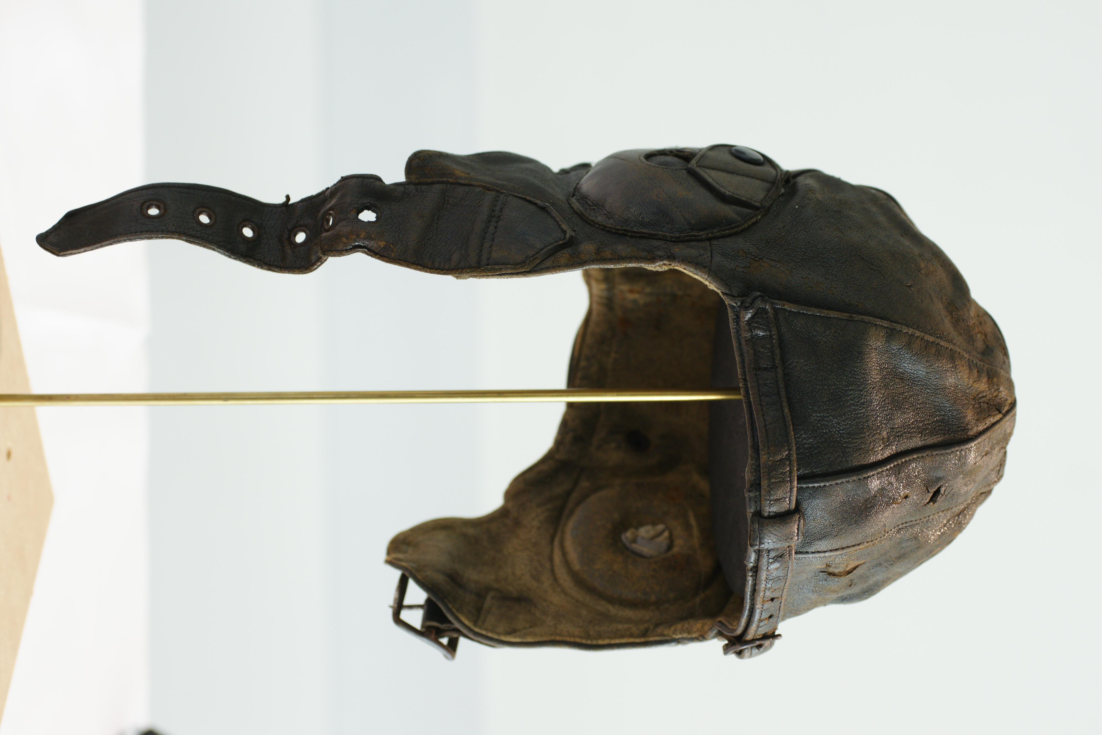 Leather flying helmet - Wikipedia