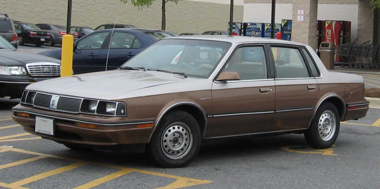 File:85-88 Oldsmobile Cutlass Ciera.jpg - Wikimedia Commons