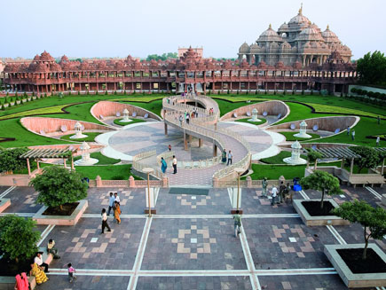 The Swaminarayan Akshardham Temple in Delhi, according to the Guinness World Records is the World's Largest Comprehensive Hindu Temple Akshardham Lotus.jpg