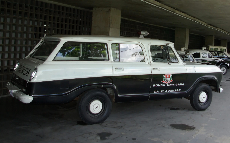 File:Antiga viatura Chevrolet Veraneio da Polícia Civil de ...