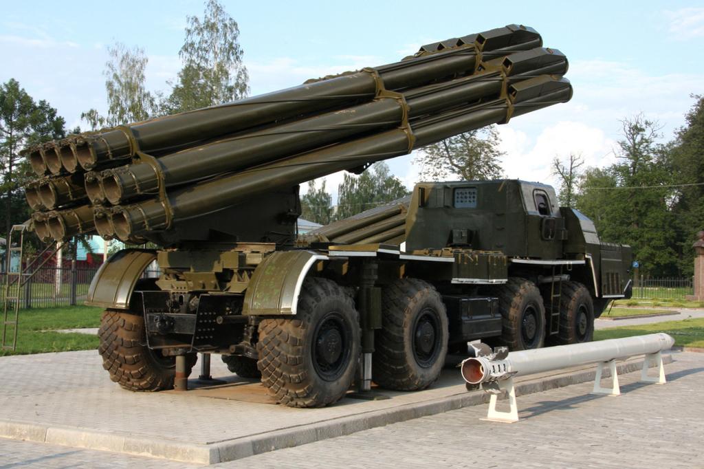 Archivo:BM-30 Smerch MLRS.jpg - Wikipedia, la enciclopedia libre