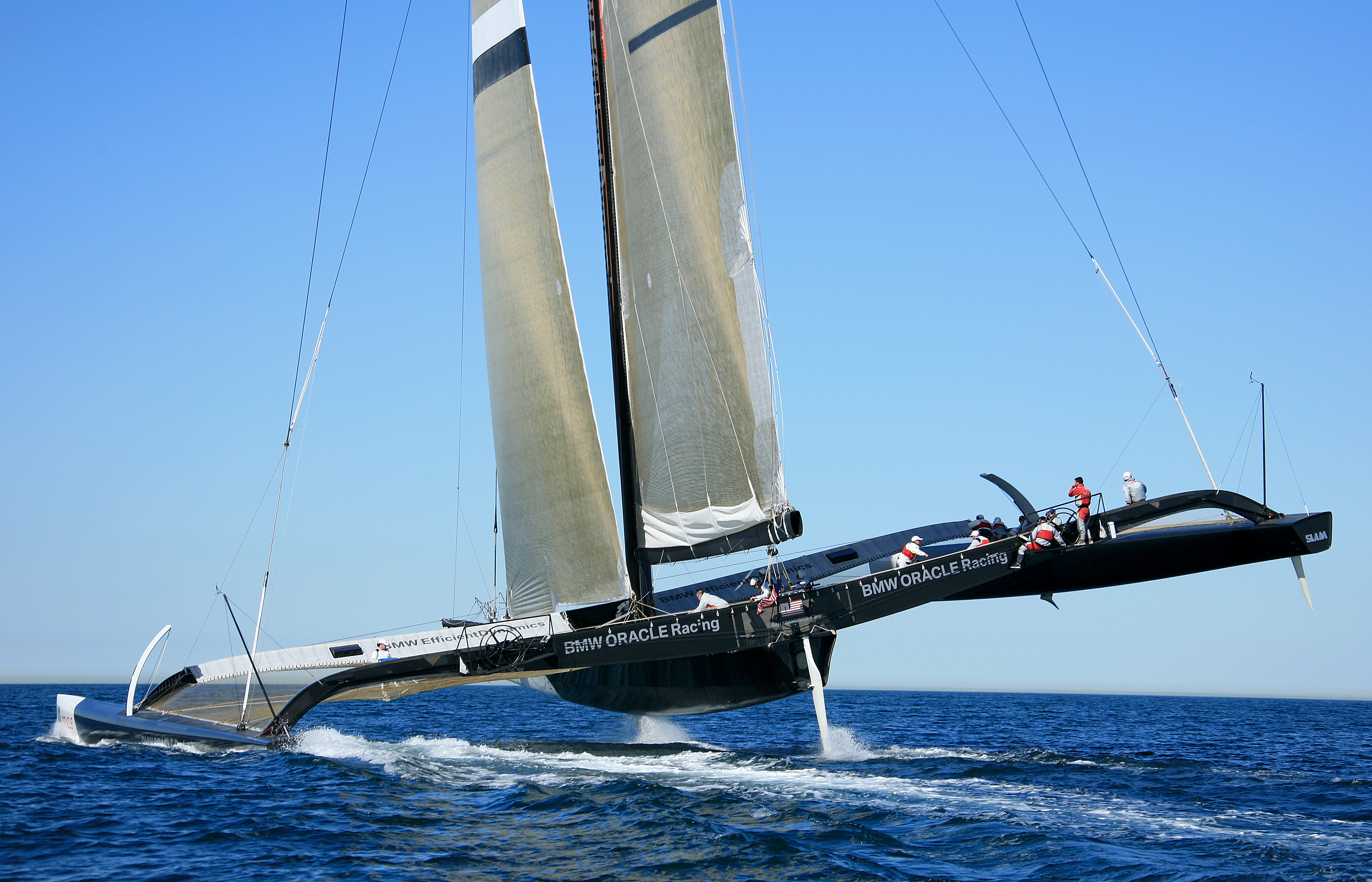 Trimaran segeln  File:BMW Oracle BOR90.JPG - Wikimedia Commons