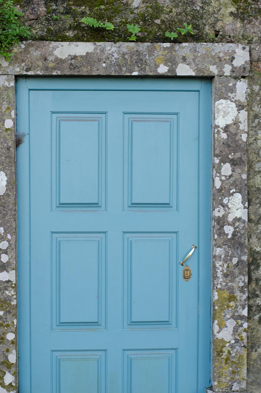 FileBlue door in a stone wall (8217064275).jpg & File:Blue door in a stone wall (8217064275).jpg - Wikimedia Commons