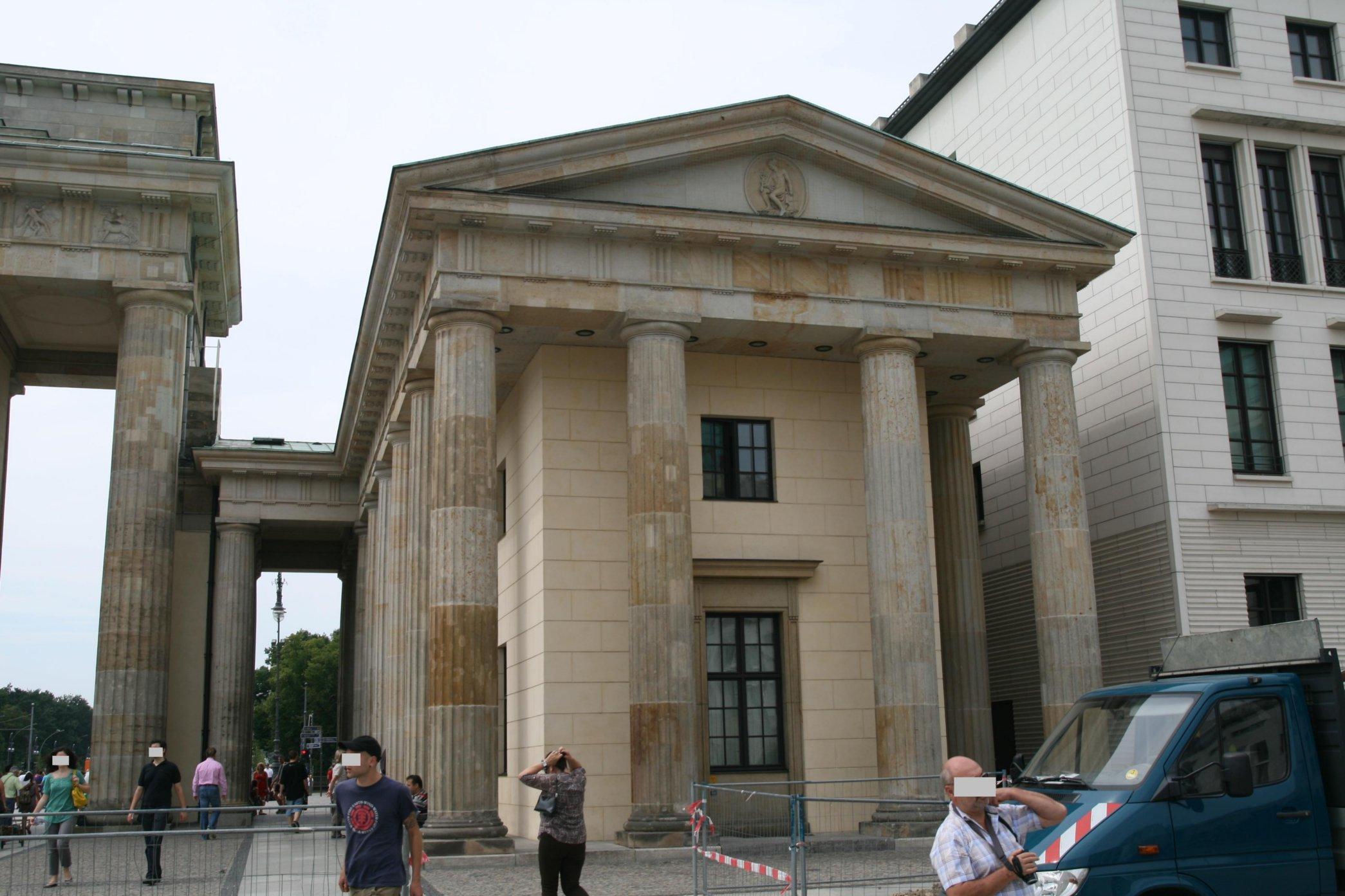 File Brandenburger Tor Ostansicht Torhaus Rechts 1 Jpg Wikimedia Commons