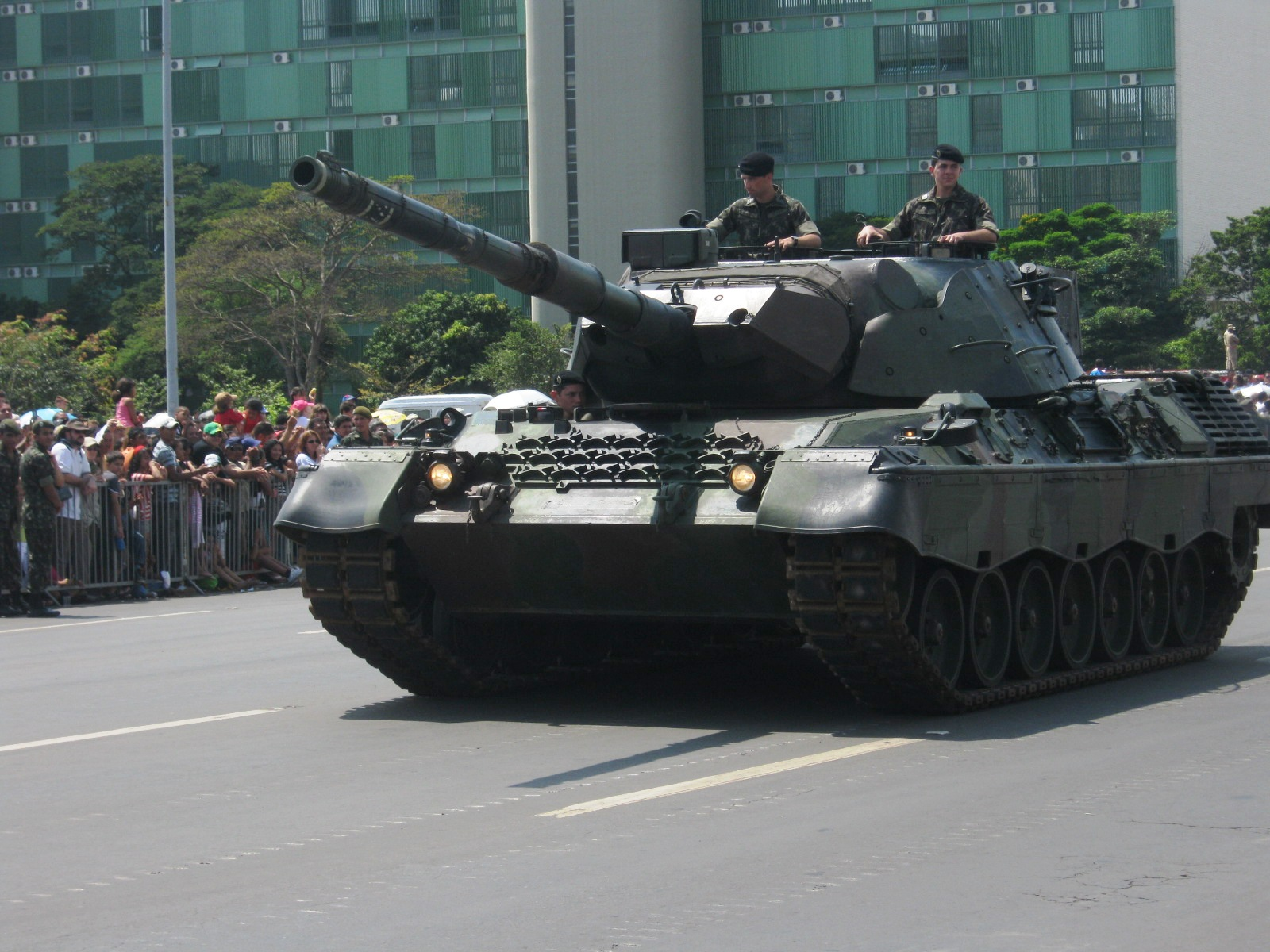 EJÉRCITO BRASILEÑO - Página 3 Brazilian_Leopard_1_tank