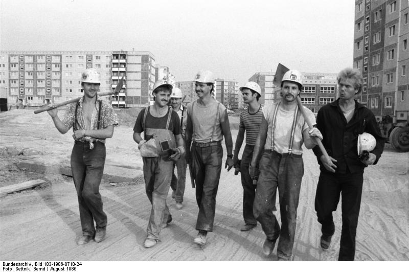 Bauarbeiter schwarz weiß  App in die Geschichte