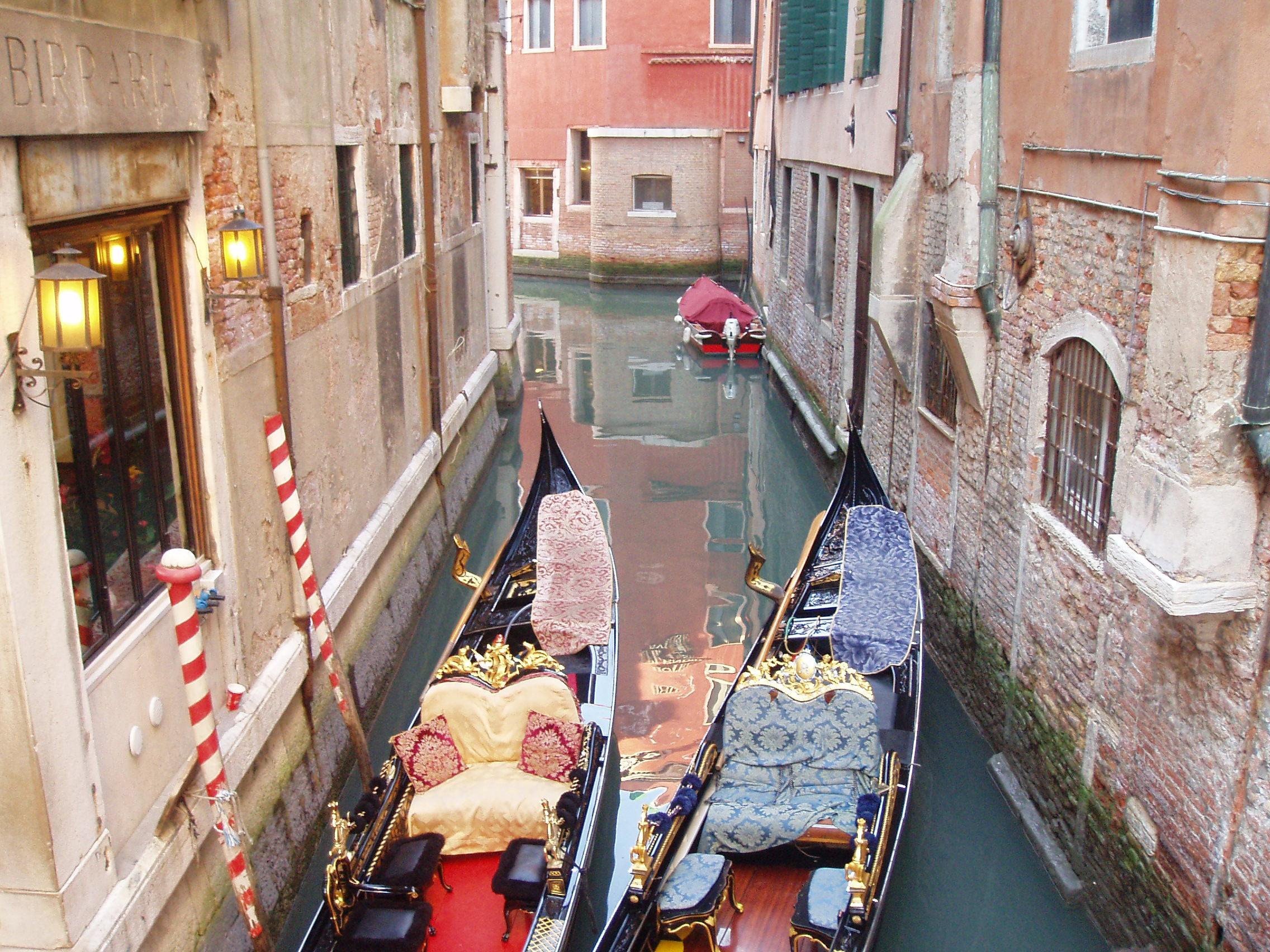 24bb79d71 Archivo Canal en Venecia con gondolas - Italia12004 045.jpg ...