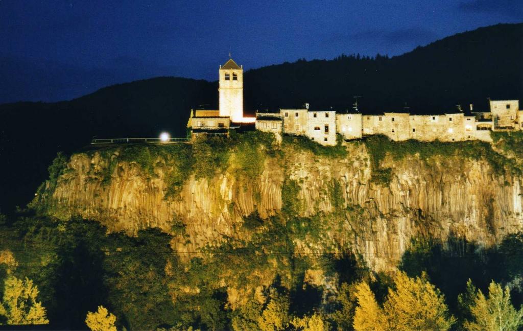 FileCastellfollit De La Roca By Night