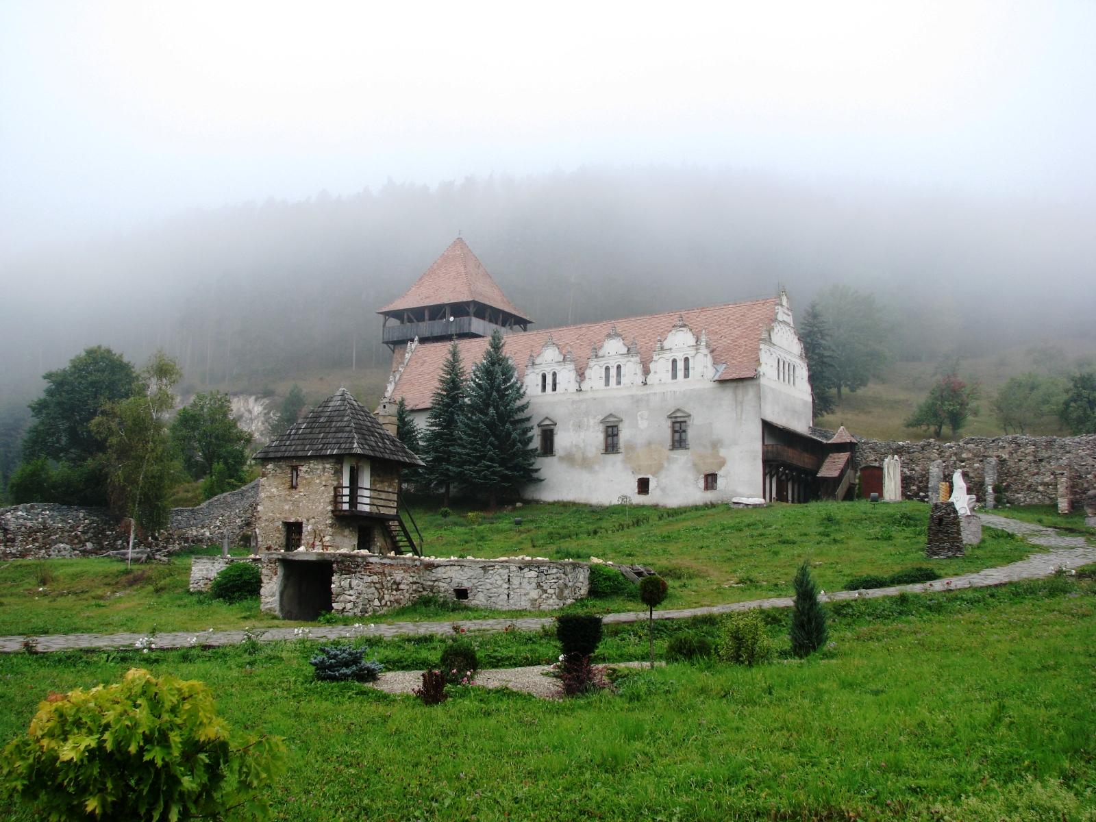 Lázár-kastély (Gyergyószárhegy) – Wikipédia