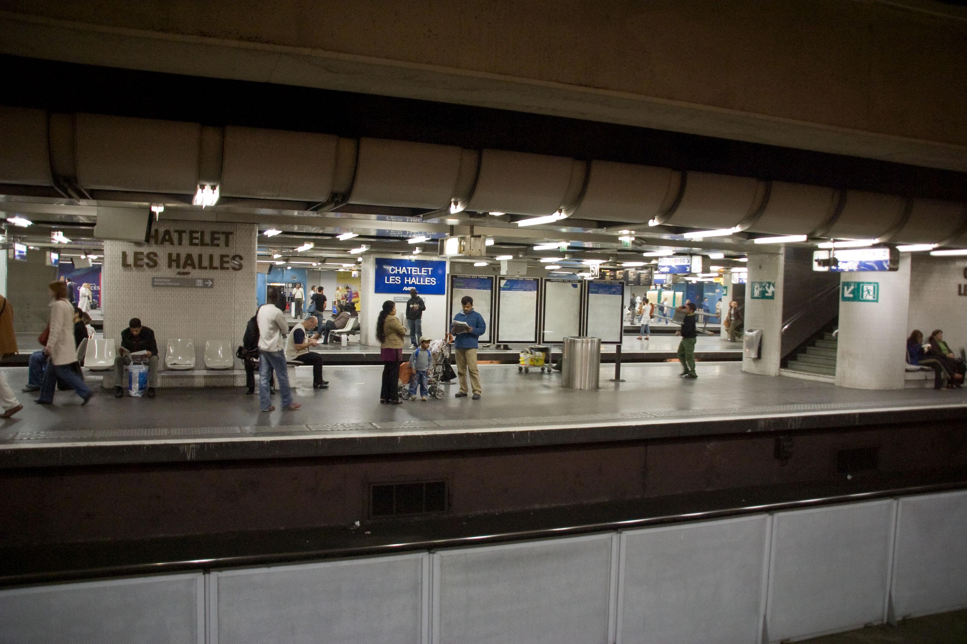 Gare de ch telet les halles wikiwand - Les halles paris magasins ...