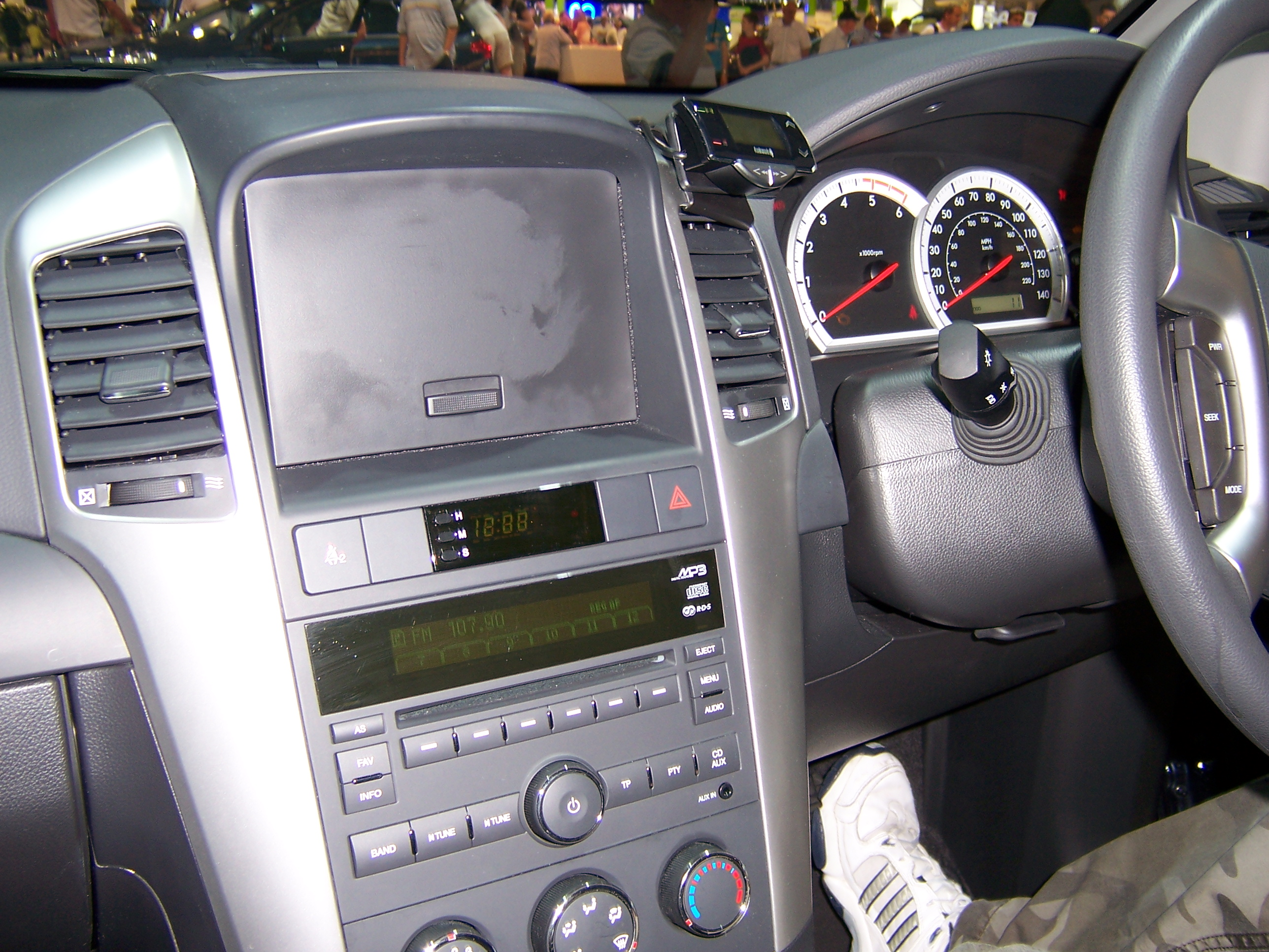 File:Chevrolet Captiva Interior - Flickr - Alan D.jpg - Wikimedia ...