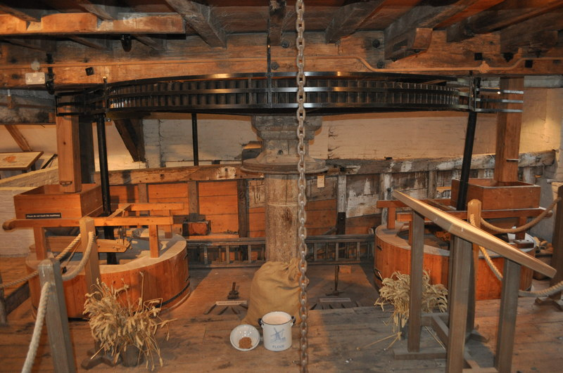 File:Cogglesford Watermill - Great Spur Wheel - geograph.org.uk - 2169525.jpg