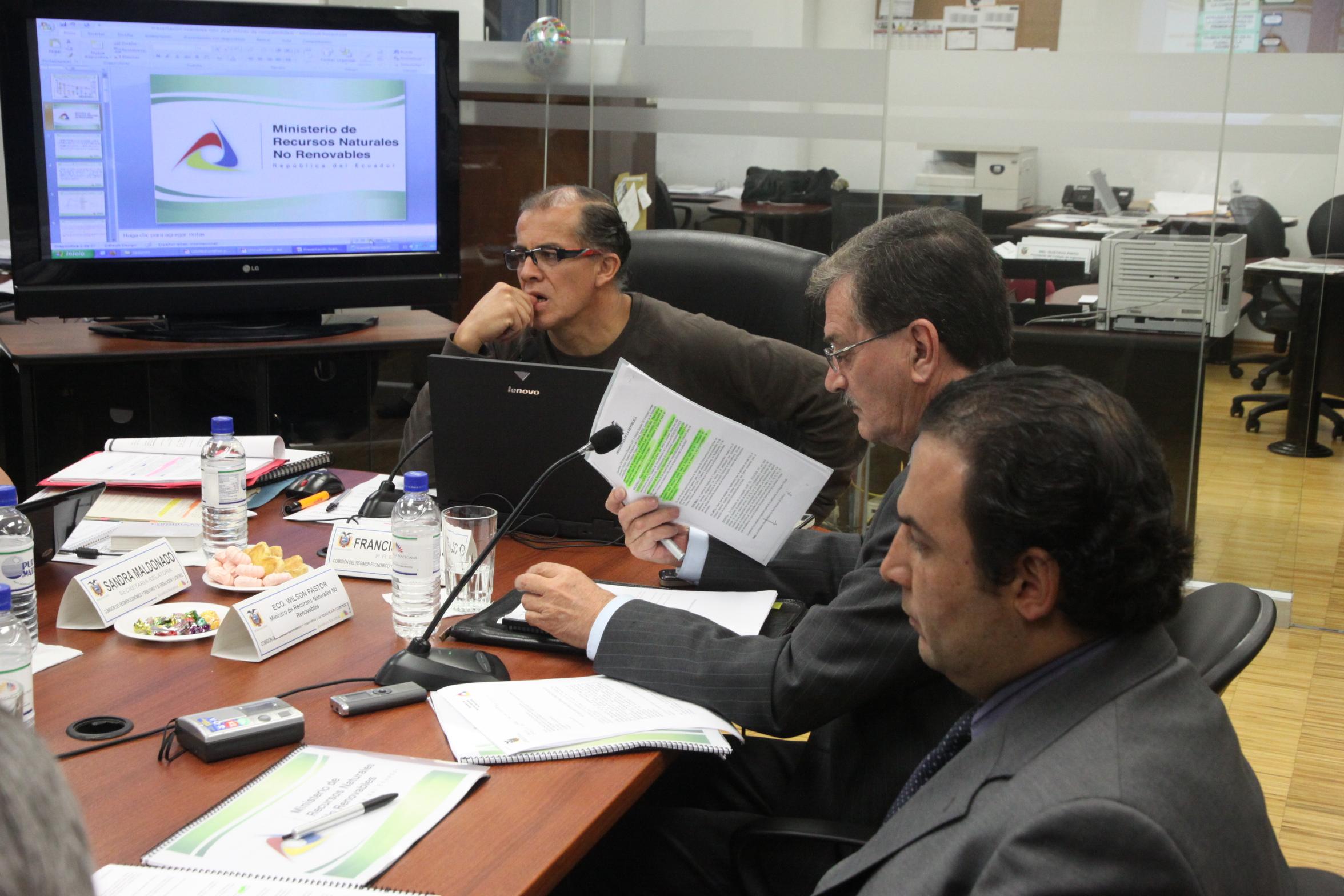 Comisión de Régimen Económico recibe a Ministro de Recursos no Renovables, Wilsón Pastor (4765737062).jpg Español: 5 de Julio de 2010 Date 5 July