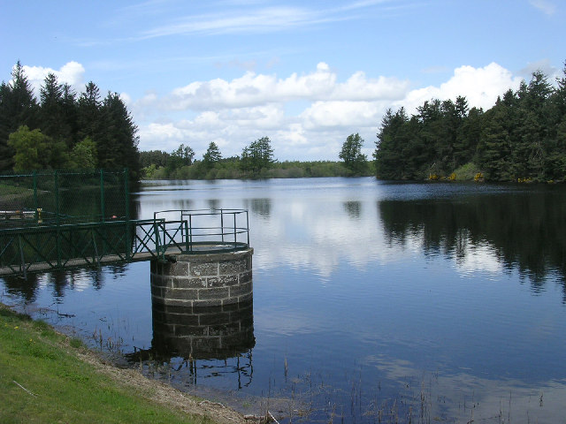 Crombie reservoir, Crombie Country Park - geograph.org.uk - 11466