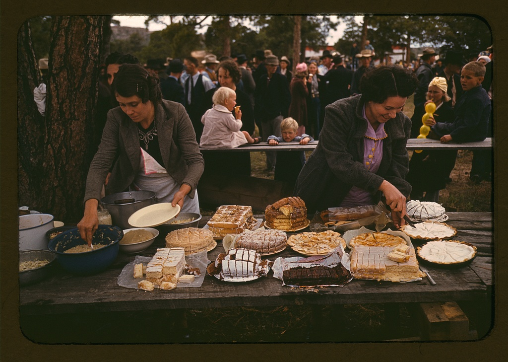 File Cutting The Pies And Cakes At The Barbeque Dinner 1a34137v Jpg Wikimedia Commons