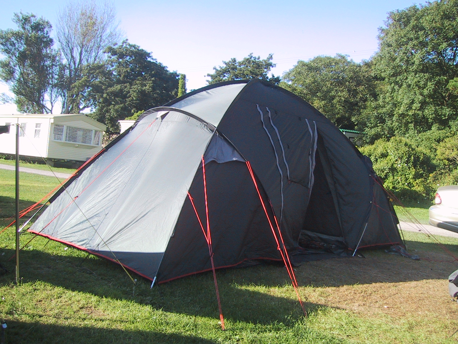 File dome tent jpg wikimedia commons Tent a house