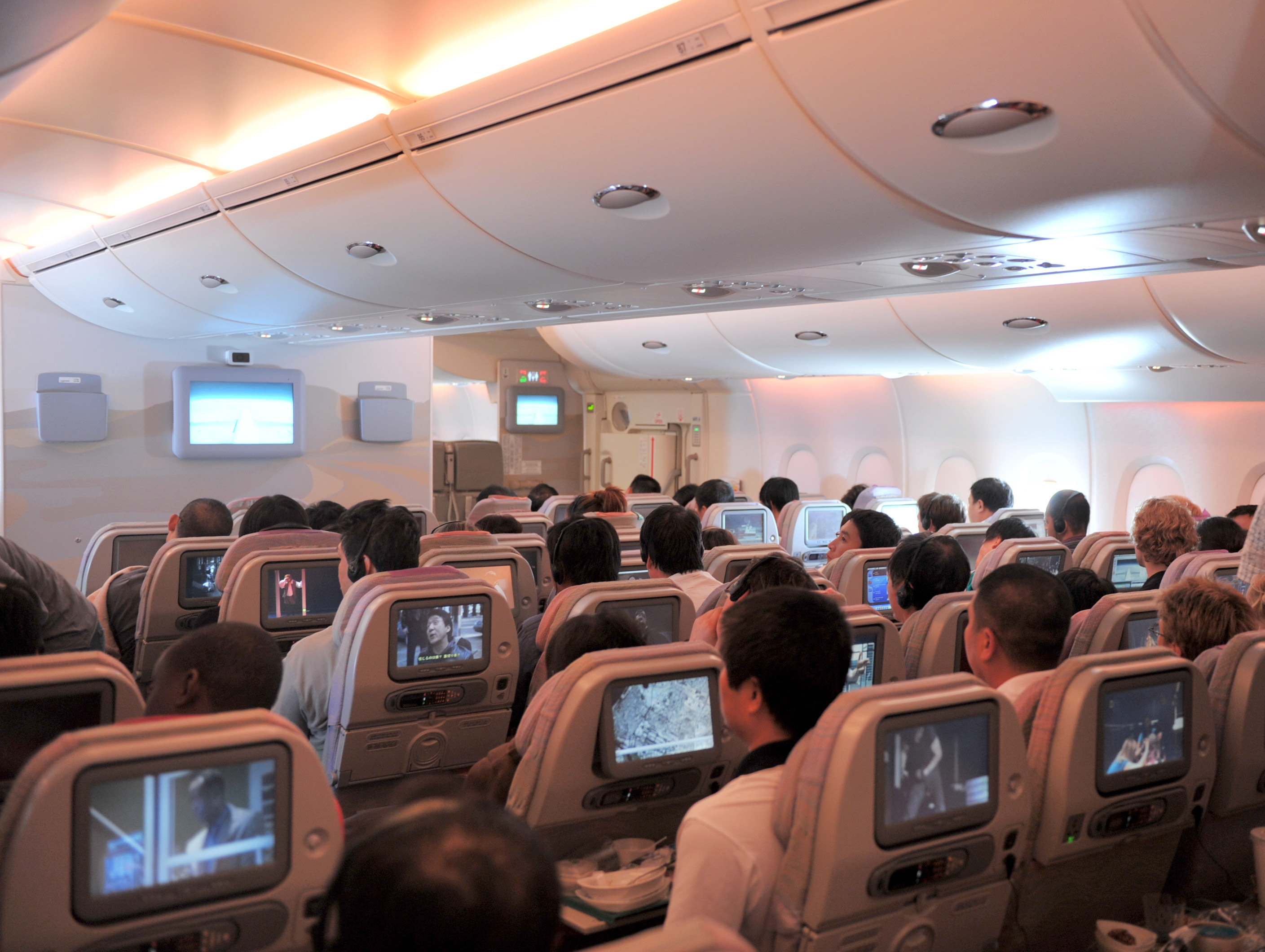 File Emirates Economy Class Cabin A380 Jpg Wikimedia Commons