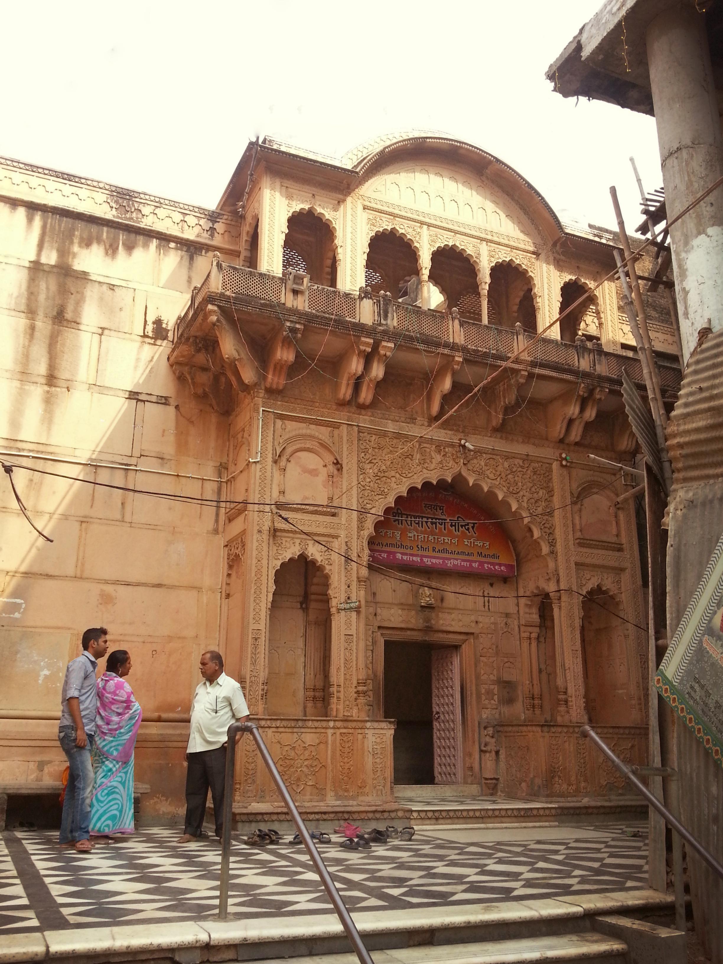 File Entrance Radha Raman Temple Vrindavan Jpg Wikipedia