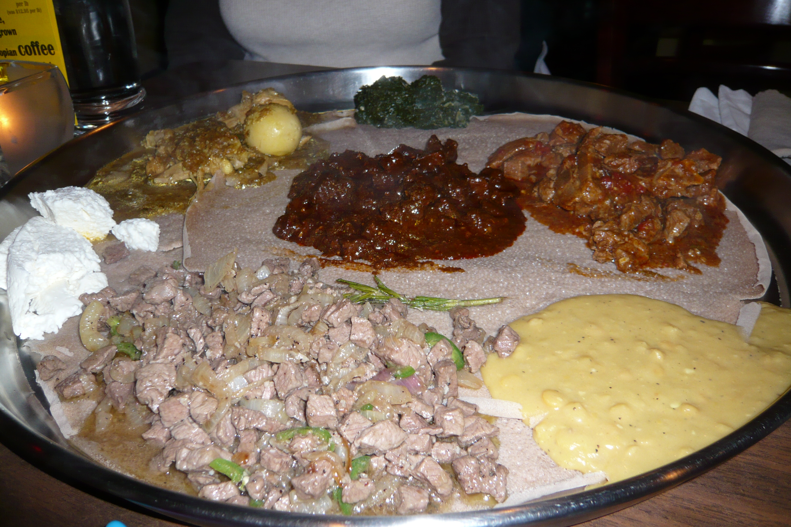 FileEthiopian table setting.jpg & File:Ethiopian table setting.jpg - Wikimedia Commons