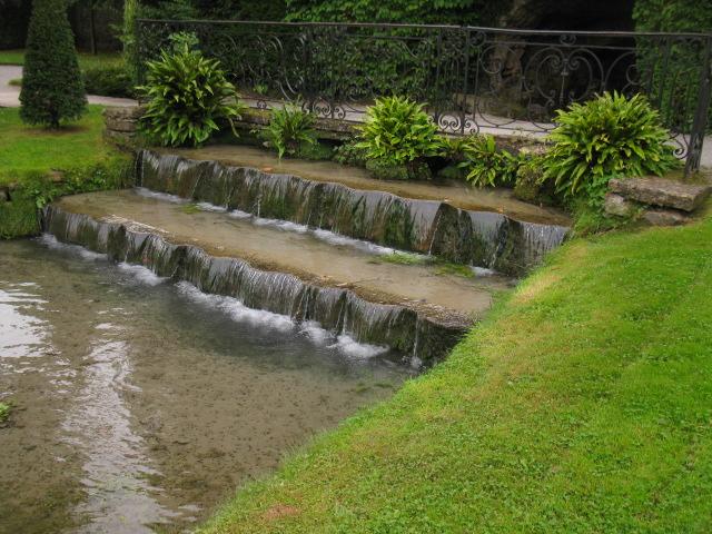 File:Fontaine du château et jardins d\' Annevoie en Belgique ...