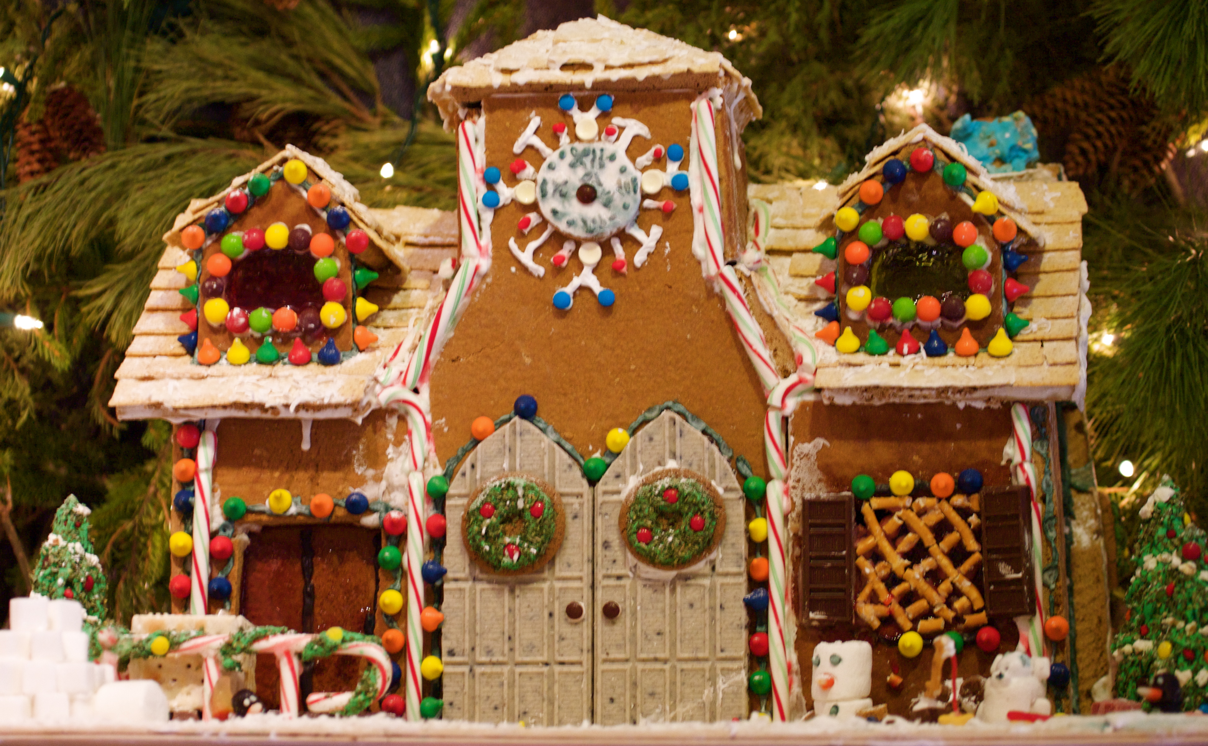 File Gingerbread House With Double Doors Jpg Wikimedia