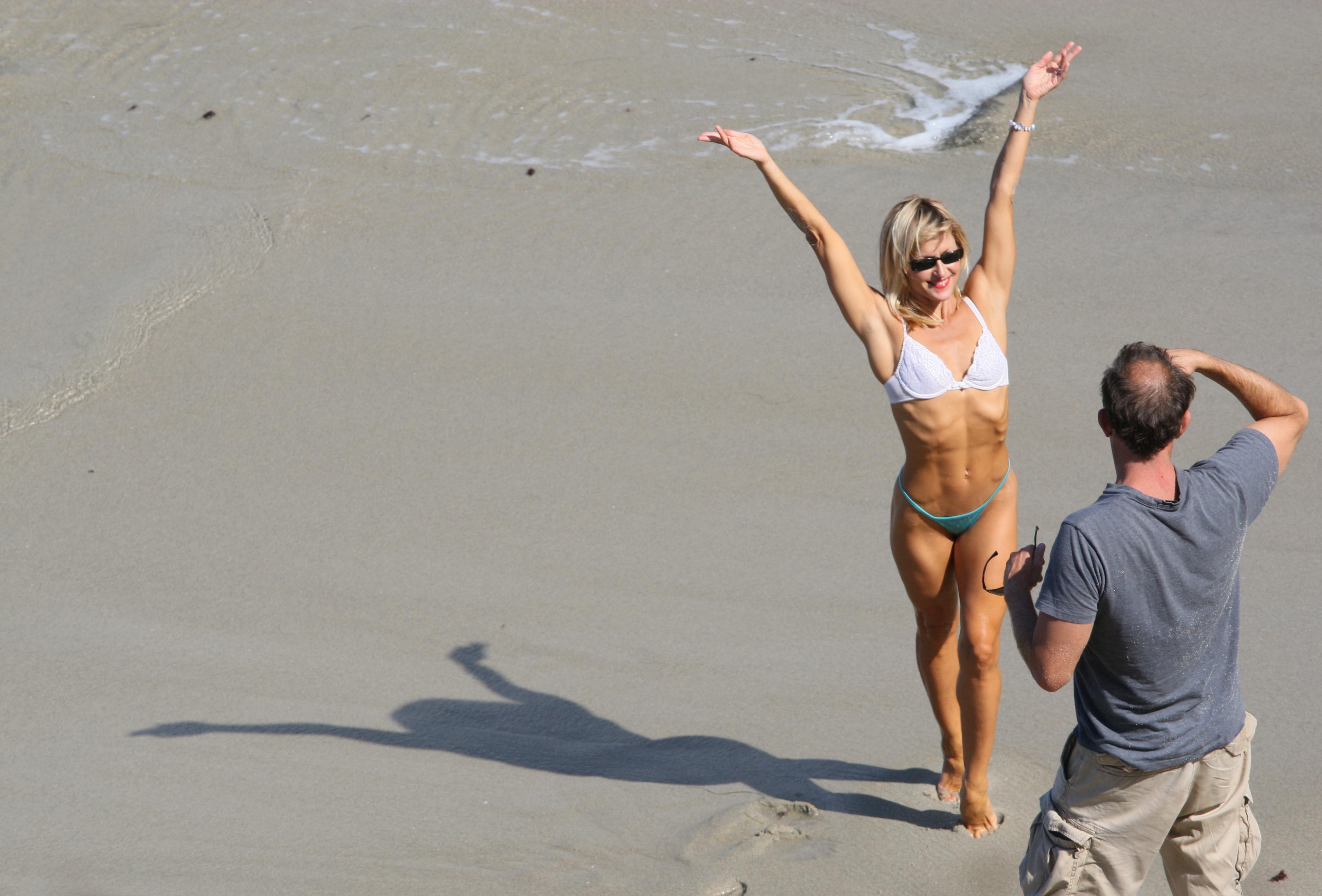 Download this Description Girl Beach picture