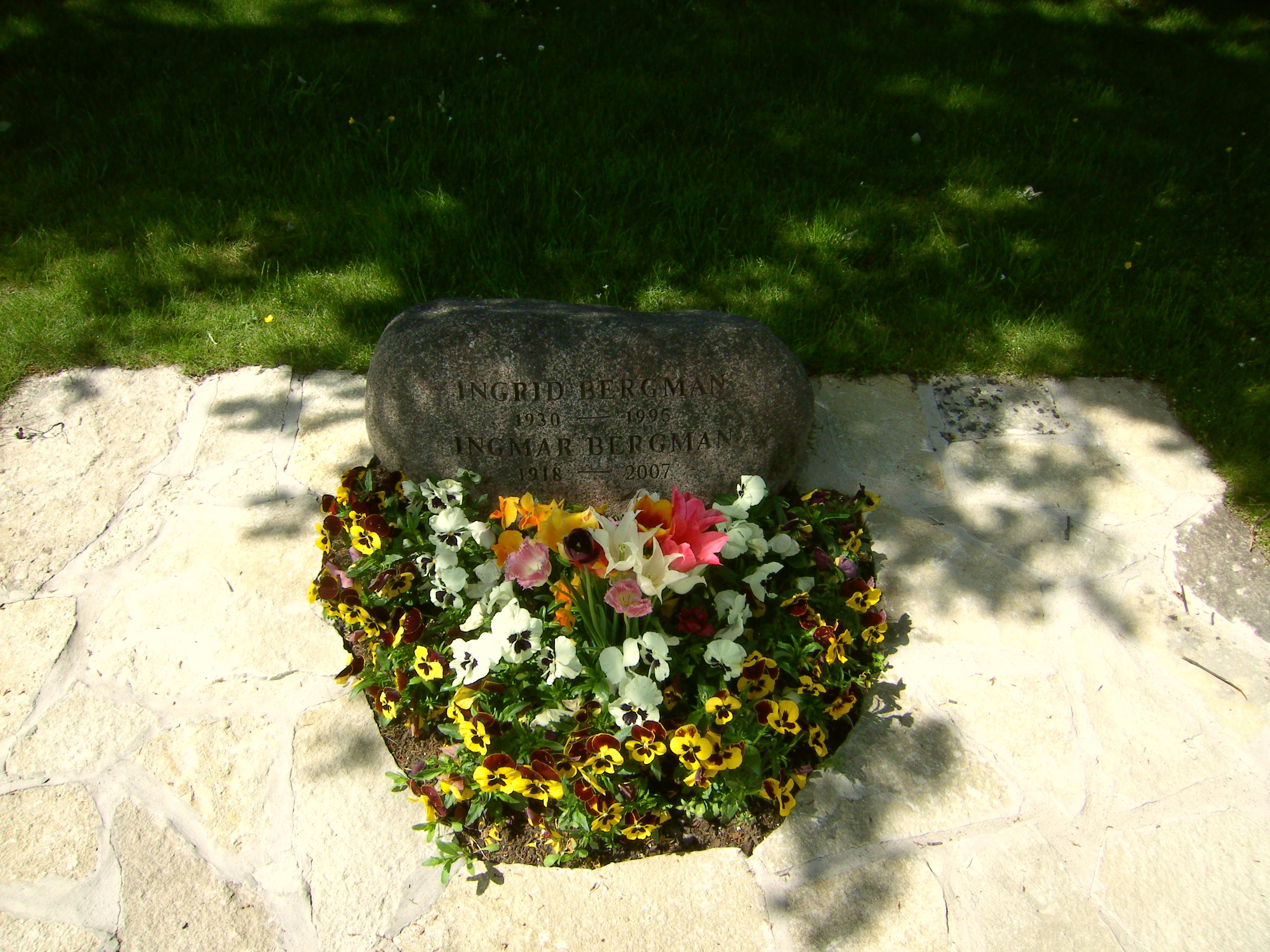 Как красиво посадить цветы на кладбище