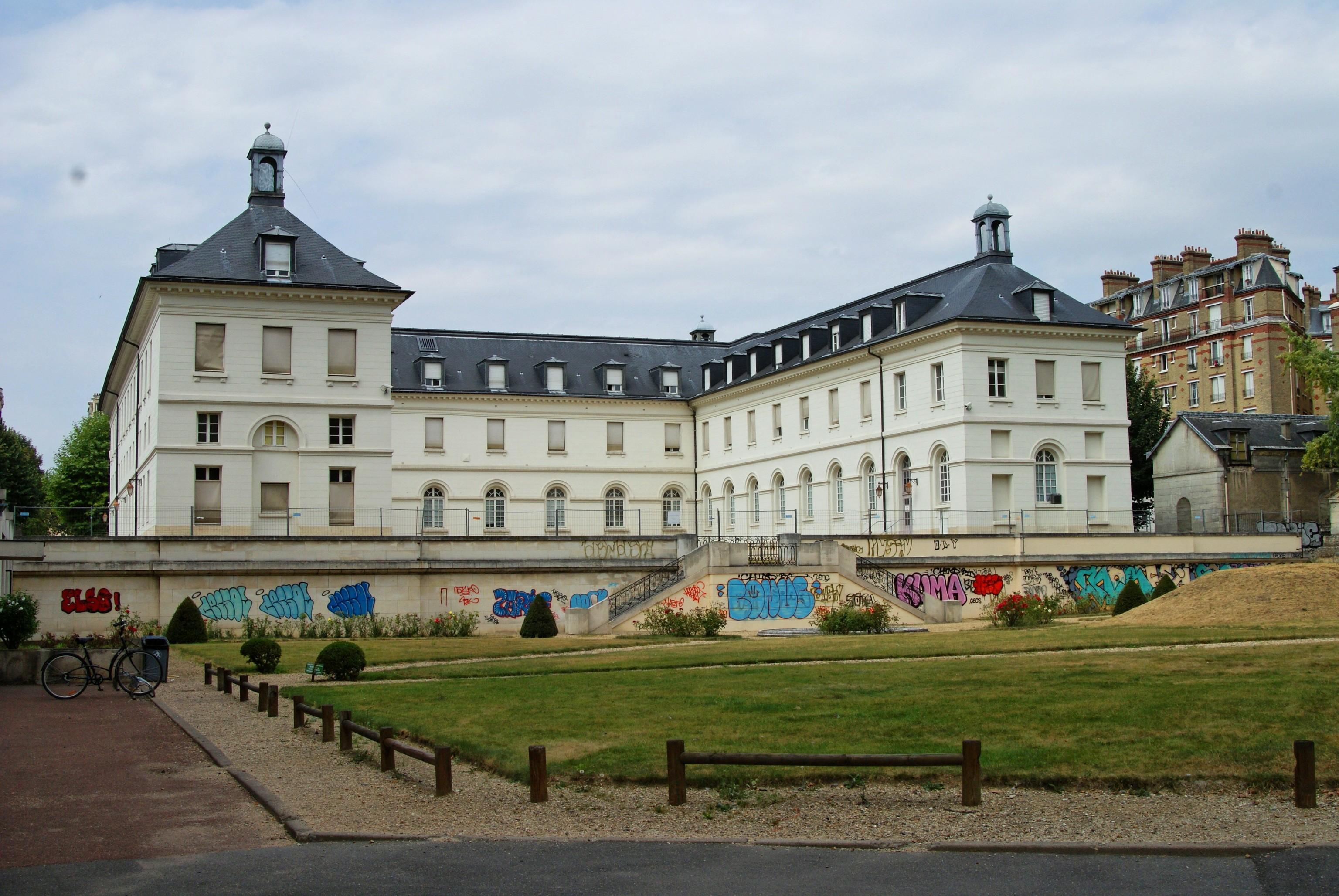Avenue Ren Ef Bf Bd Coty Paris  Villa Meridienne