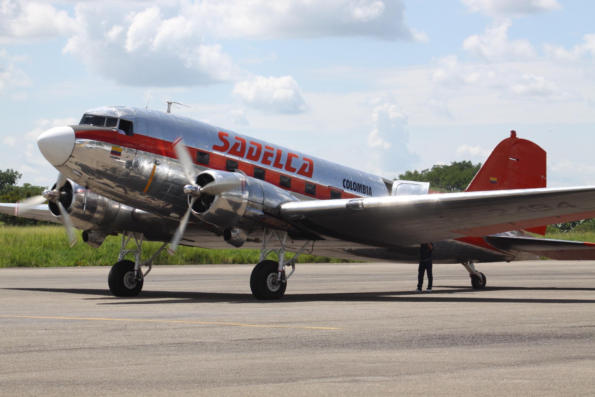 File:HK-2494 Douglas DC-3 SADELCA (7496097304).jpg