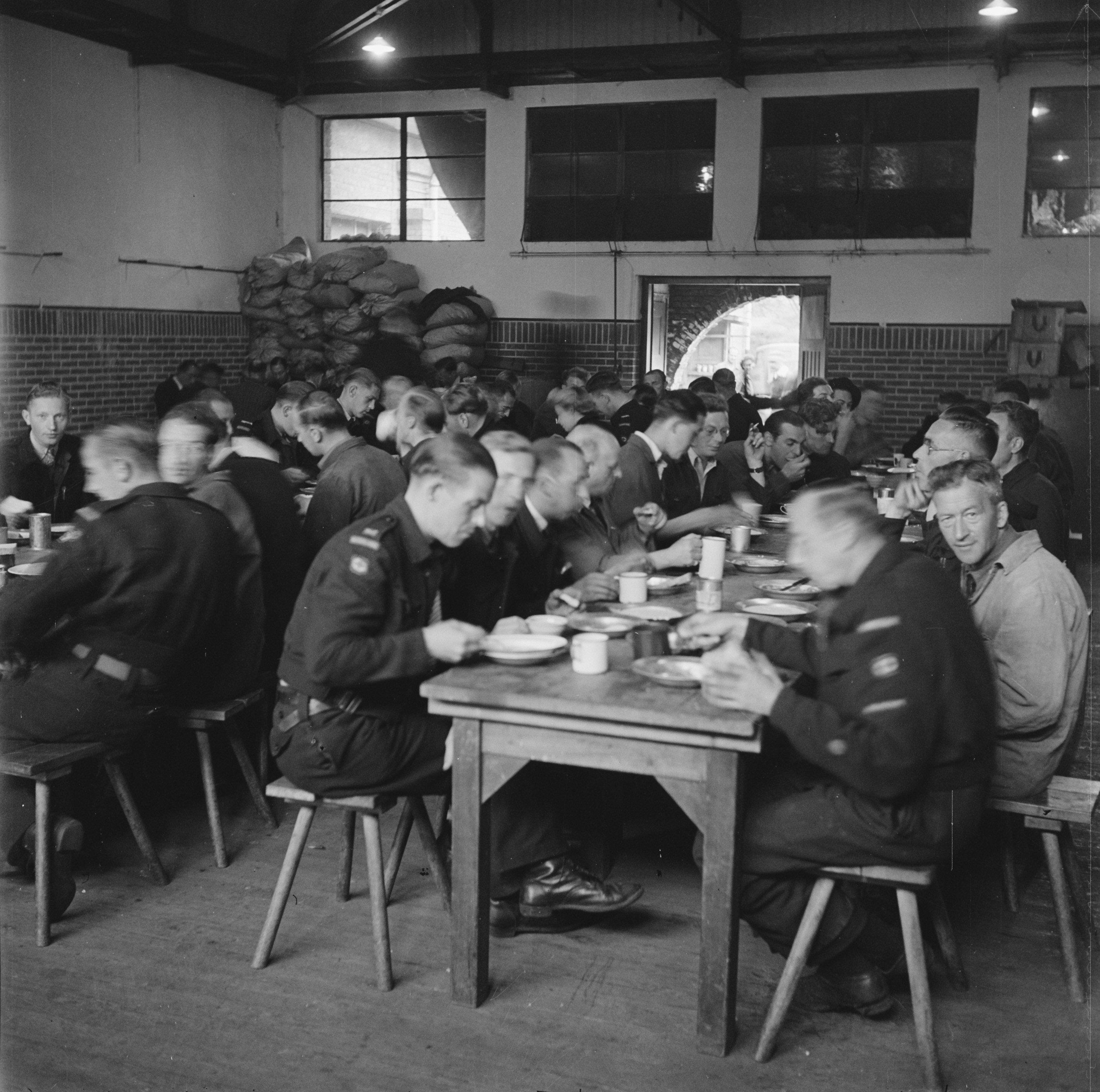 File:Hoofdkwartier Rode Kruis te Alphen aan den Rijn, Bestanddeelnr  900-4860.