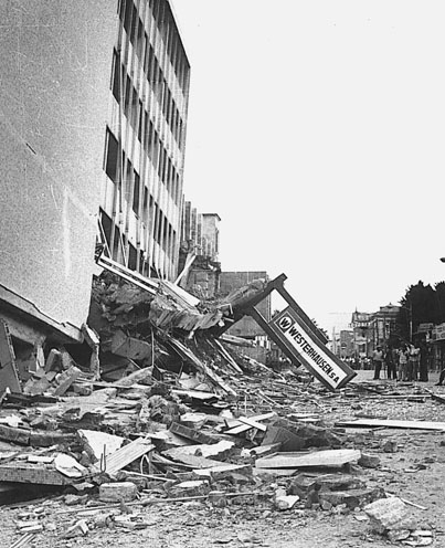 Collapsed Gran Hotel building in the San Salvador metropolis, after the shallow 1986 San Salvador earthquake HotelSanSalvador.jpg