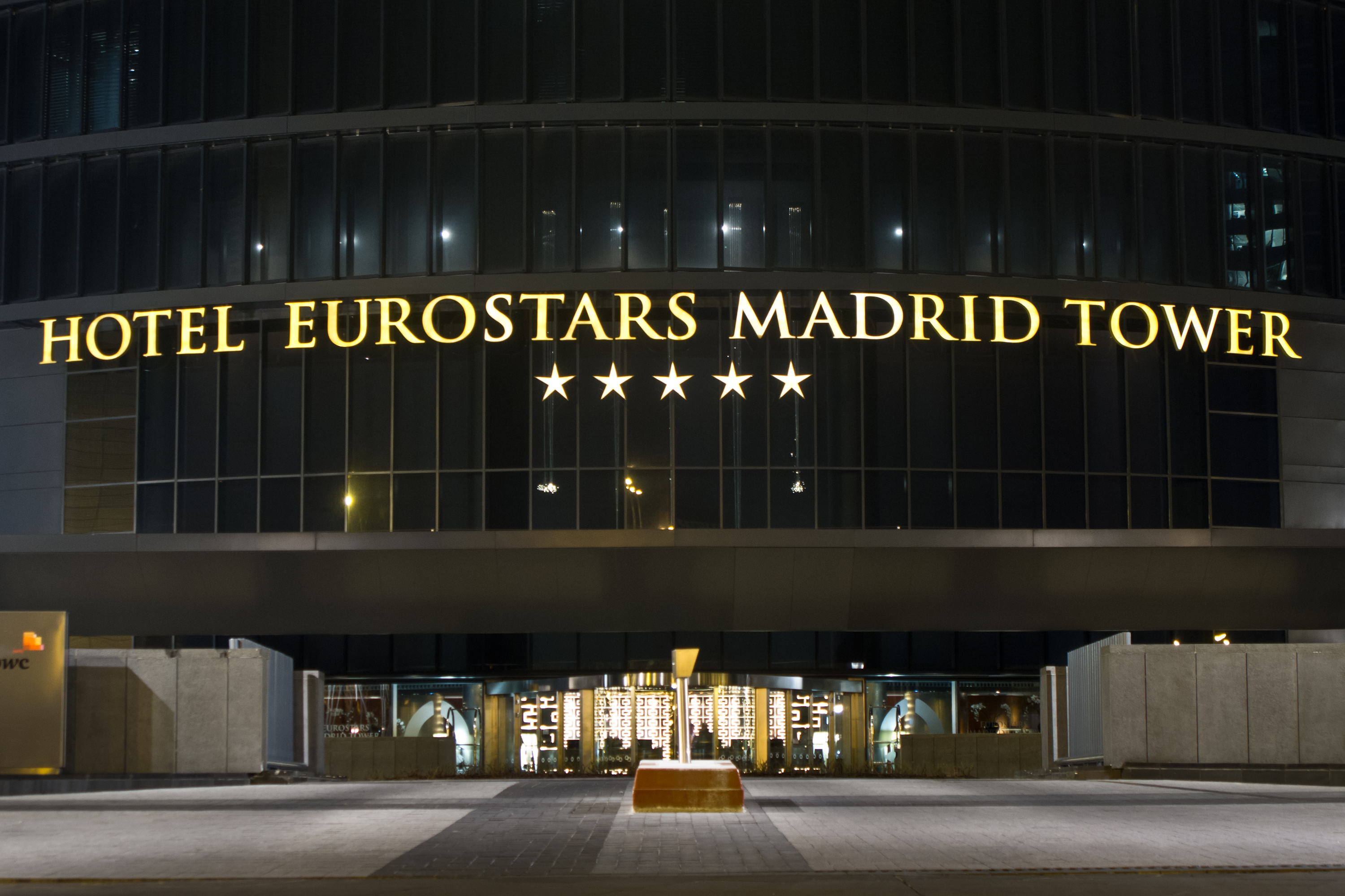 Description Hotel Eurostars Madrid Tower.jpg: commons.wikimedia.org/wiki/File:Hotel_Eurostars_Madrid_Tower.jpg