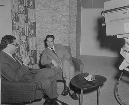 Italo Calvino siendo entrevistado en 1958.