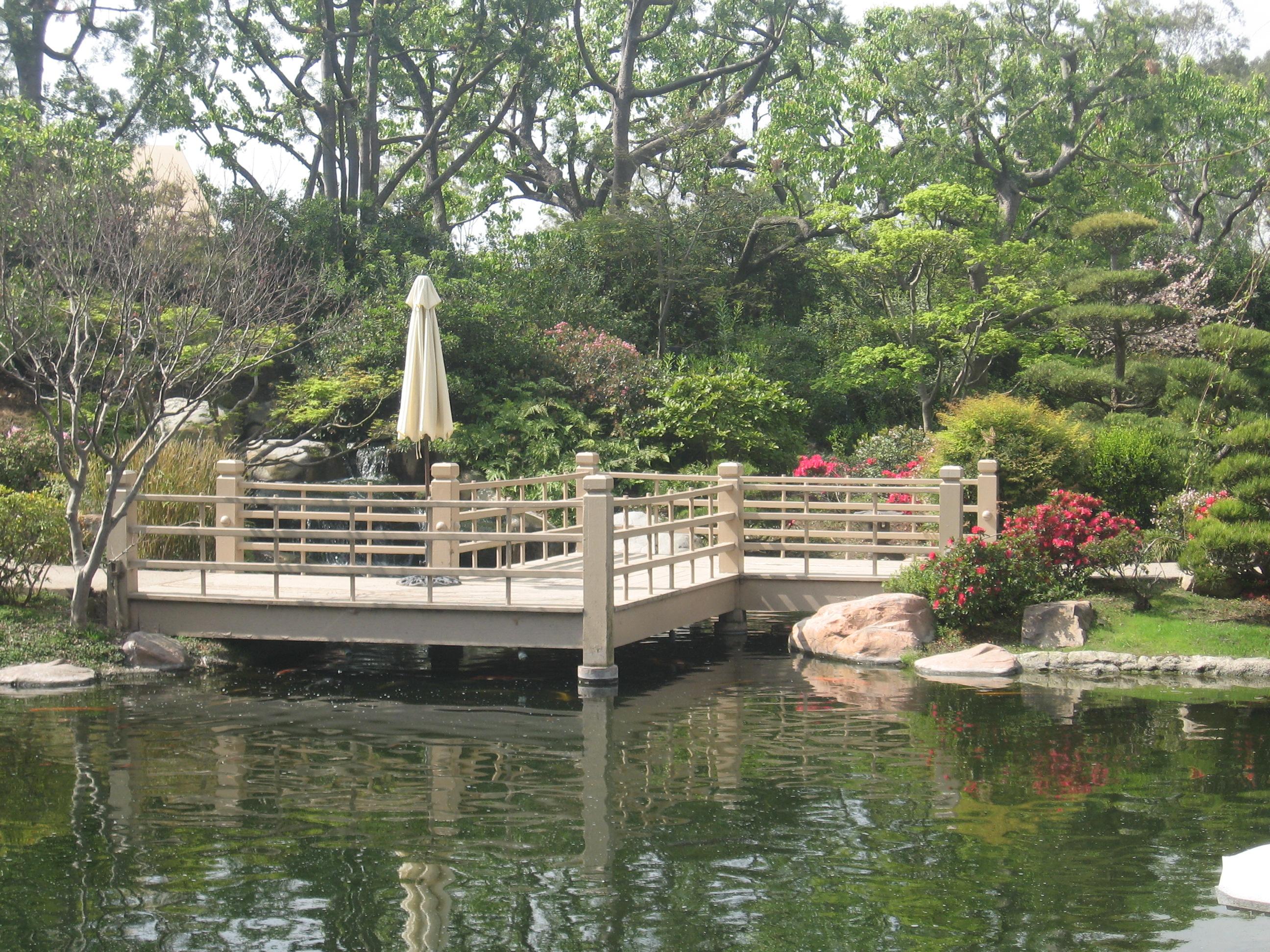 Description japanese garden zigzag bridge
