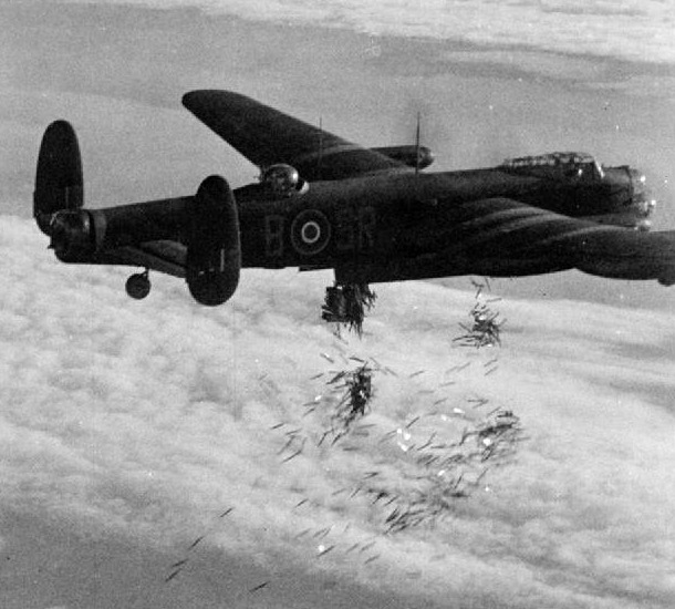 File:Lancaster I NG128 Dropping Incendiaries - Duisburg - Oct 14 - 1944.jpg