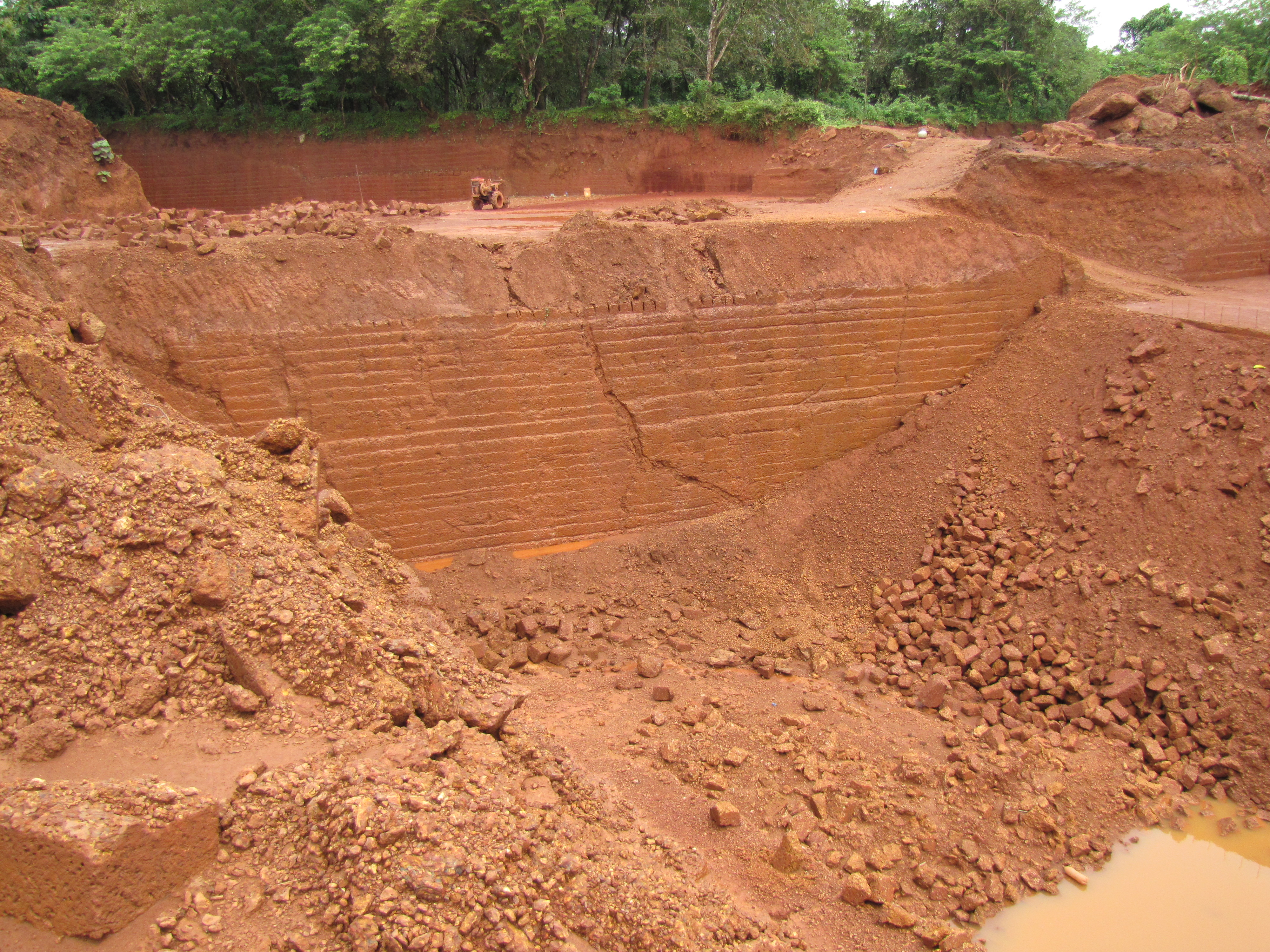 File laterite bricks quarry in koovery wikimedia for Kinds of soil wikipedia