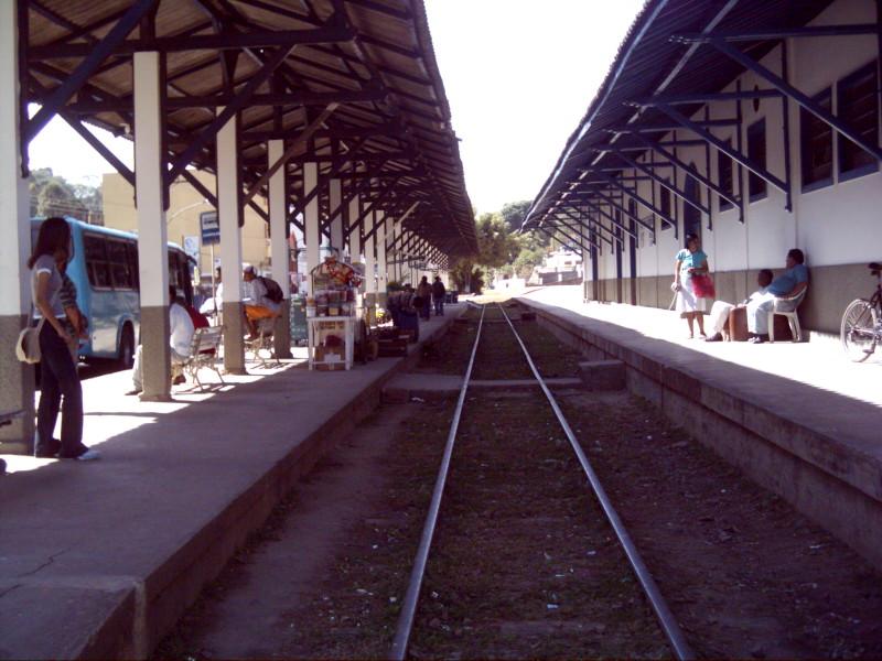 Ficheiro:Linha de Trem - Miguel Pereira.JPG