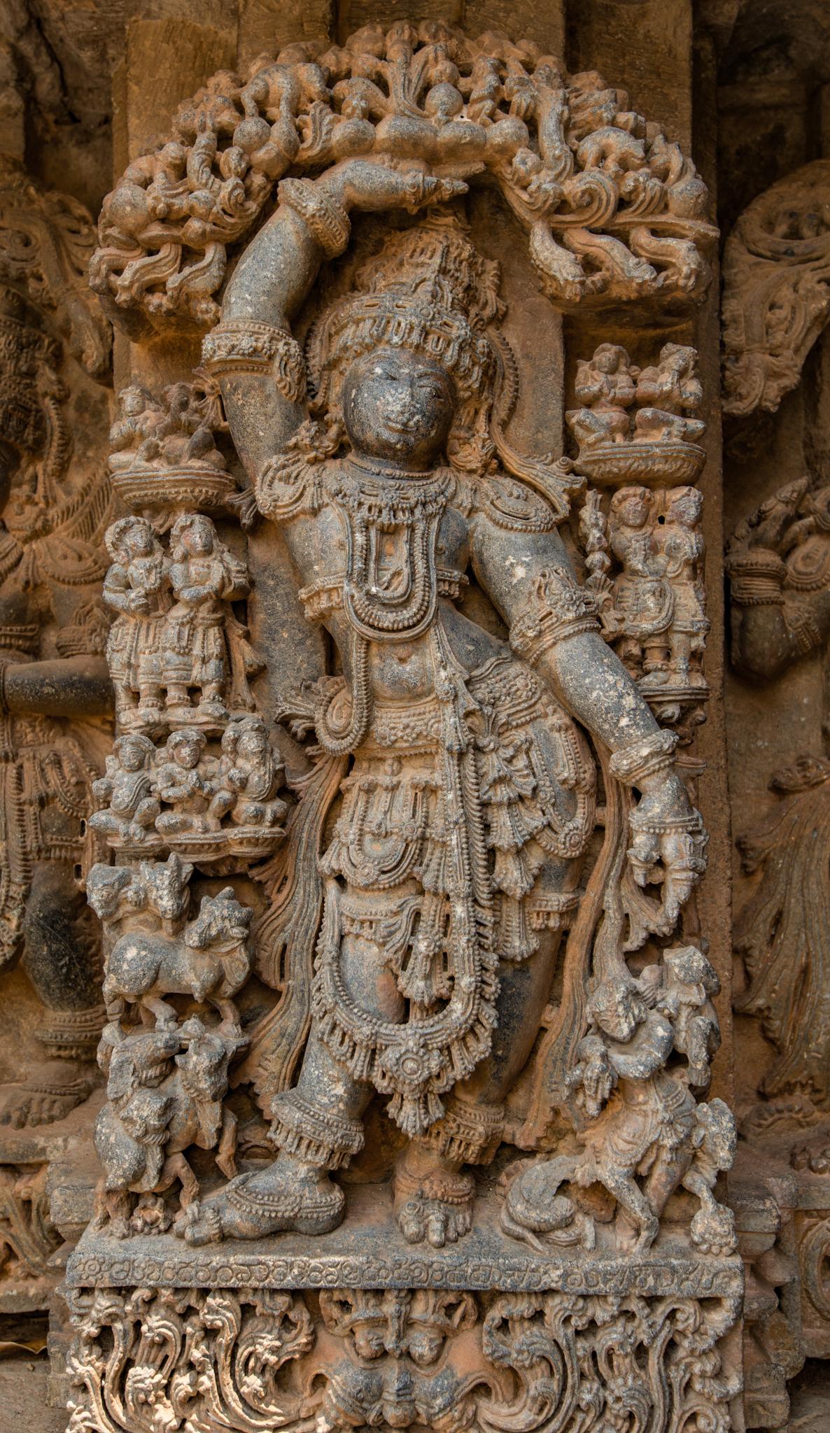 File:Lord Krishna Carrying the Govardhan Mountain - Lakshmi