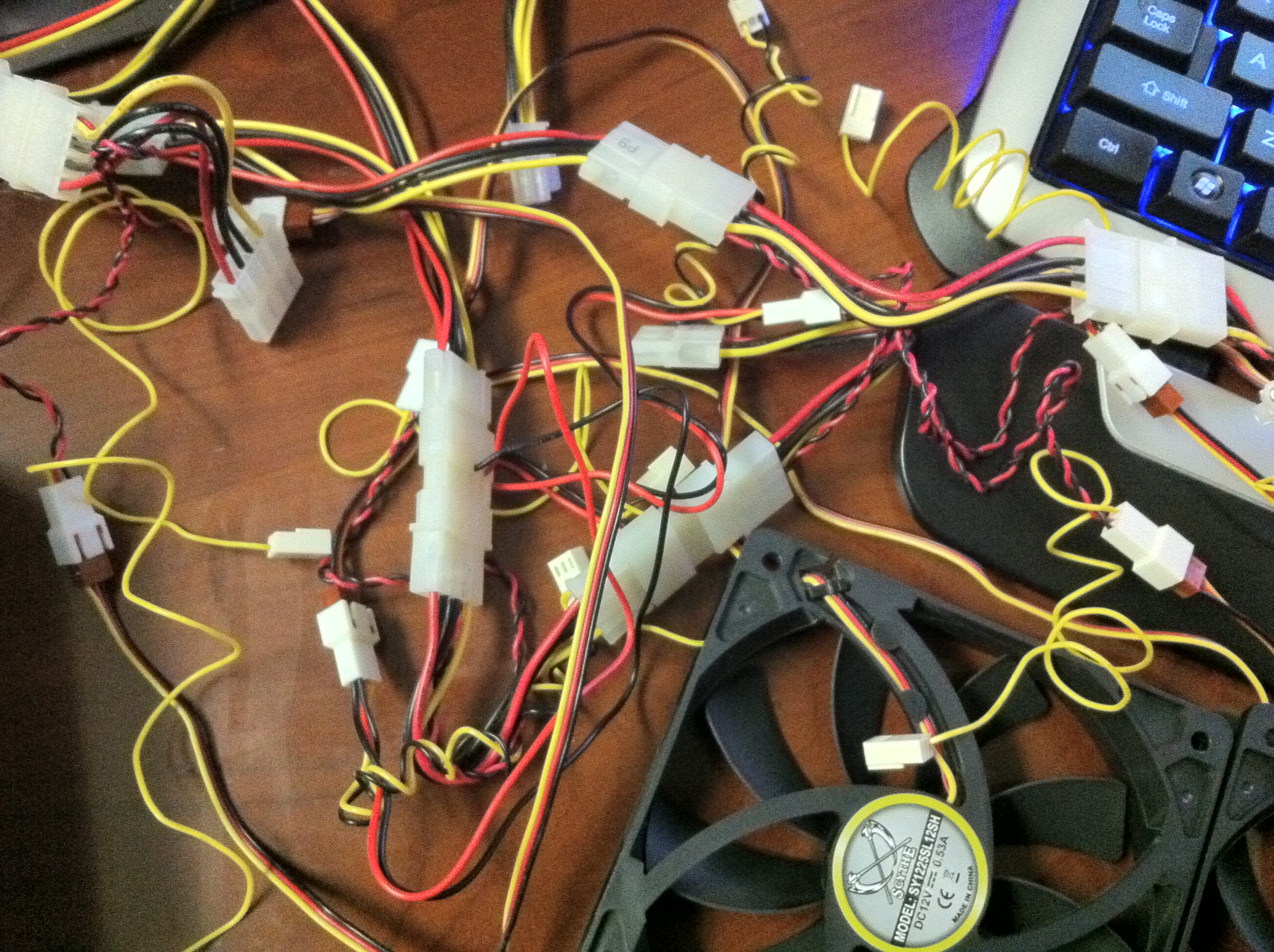 file molex to pin adapter fan connections jpg file molex to 3 pin adapter fan connections jpg