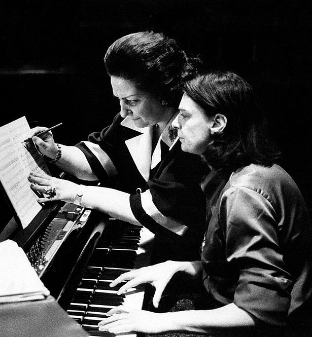 Montserrat Caballé 1975.jpg