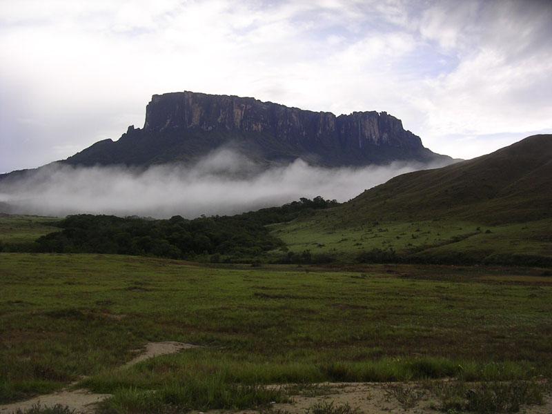 Mt_Kukenan_in_Venezuela_001.JPG