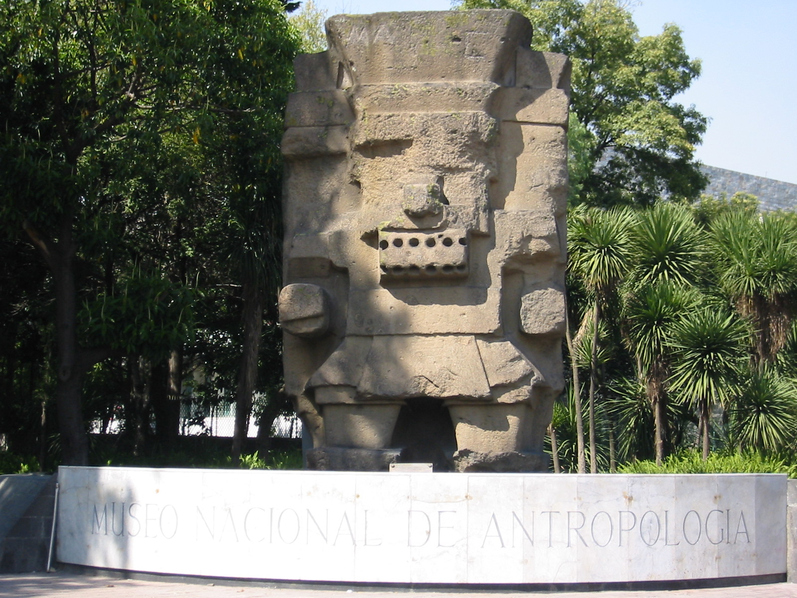 https://upload.wikimedia.org/wikipedia/commons/a/a4/National_Museum_of_Anthropology-mexico.jpg