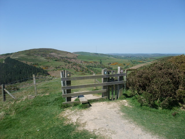 Offa's Dyke Path heading north-west from Moel Arthur - geograph.org.uk - 1317657