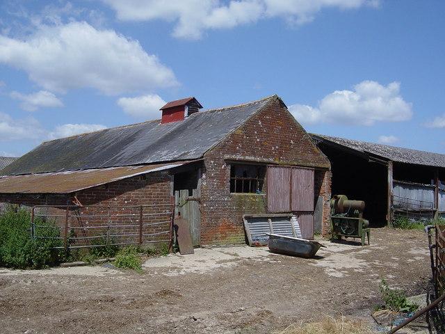 File:Old buildings, Hale Farm - geograph.org.uk - 190317.jpg