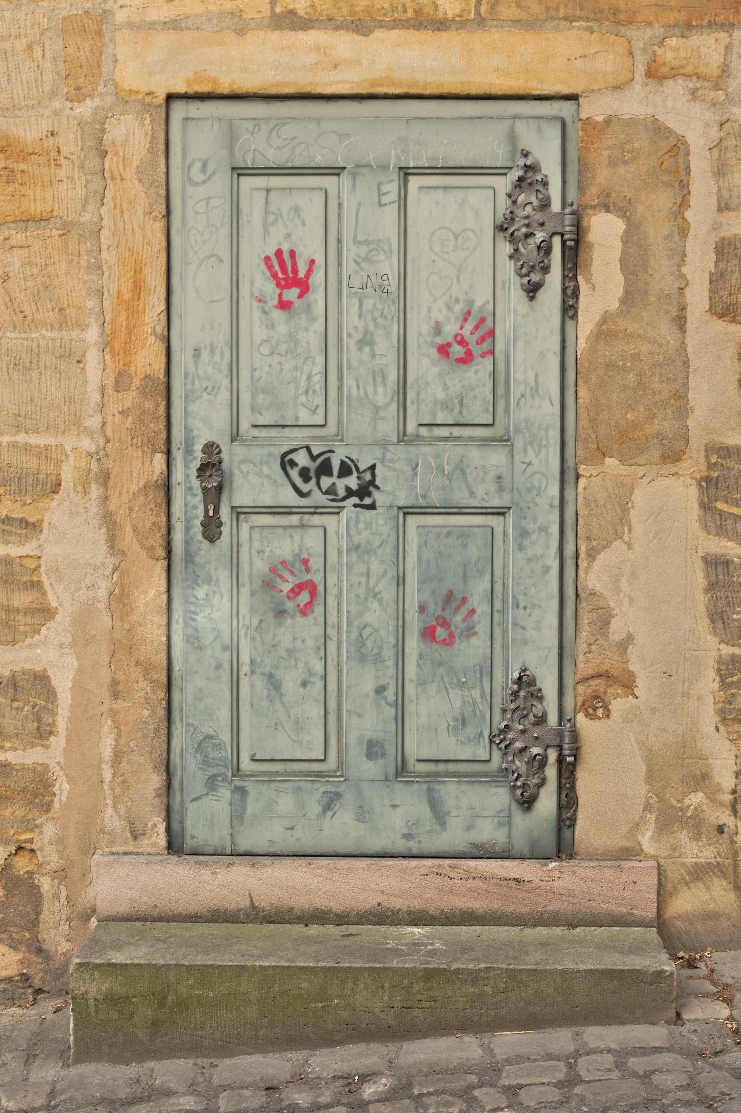 FileOld door in Bamberg (color version).jpg & File:Old door in Bamberg (color version).jpg - Wikimedia Commons